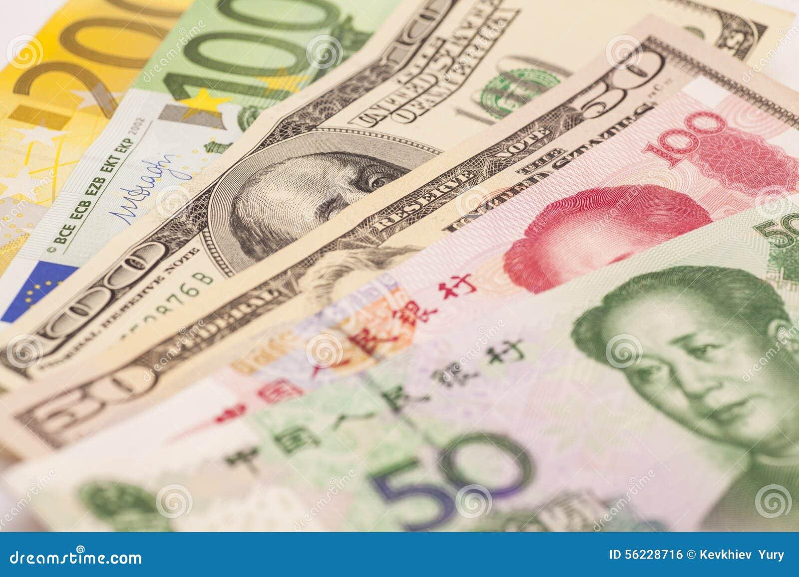 Kinesisk yuan, europeiska euroanmärkningar och amerikanska dollar