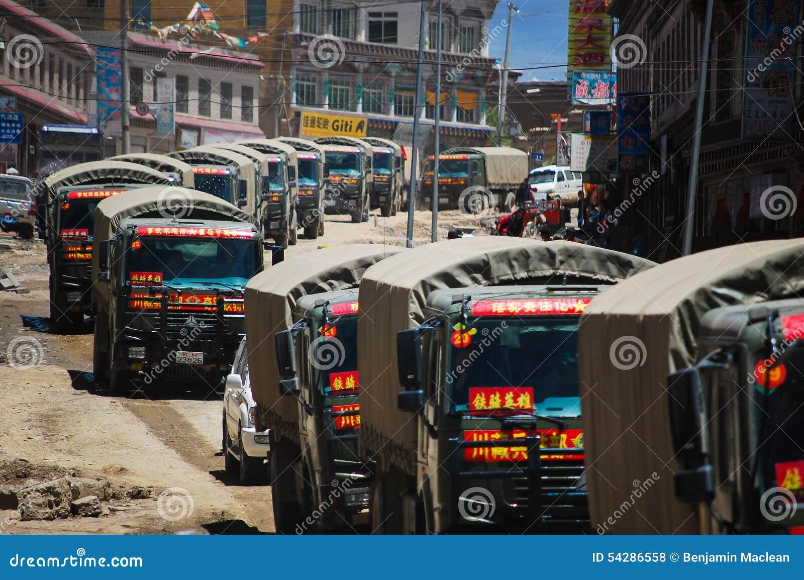 Kinesiska armélastbilar