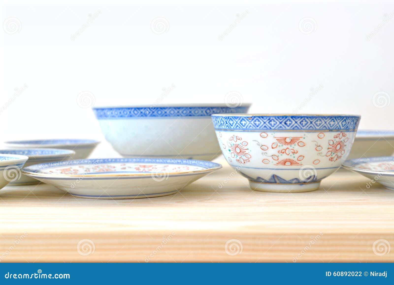 Kinesiska tappningstilblått och vitdisk