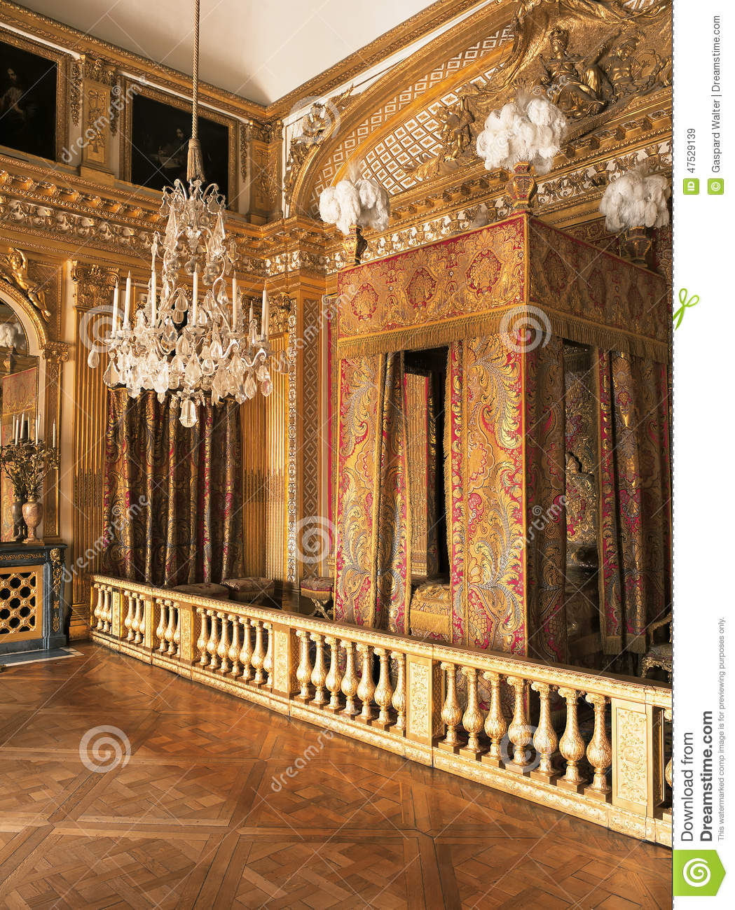 Chambre Bebe Meuble Taupe : King Louis XIV bedroom at Versailles Palace, France Editorial Stock