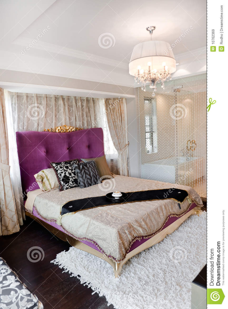 King Size Bed In Modern Bedroom Royalty Free Stock Images - Image ...