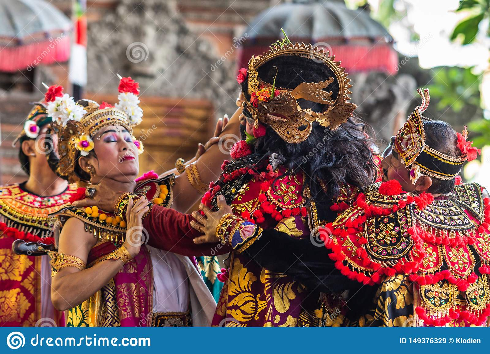 king strangles queen at sahadewa barong dance studio in banjar gelulung bali indonesia editorial stock image image of indonesia author 149376329 https www dreamstime com king strangles queen sahadewa barong dance studio banjar gelulung bali indonesia february mas village play stage setting image149376329