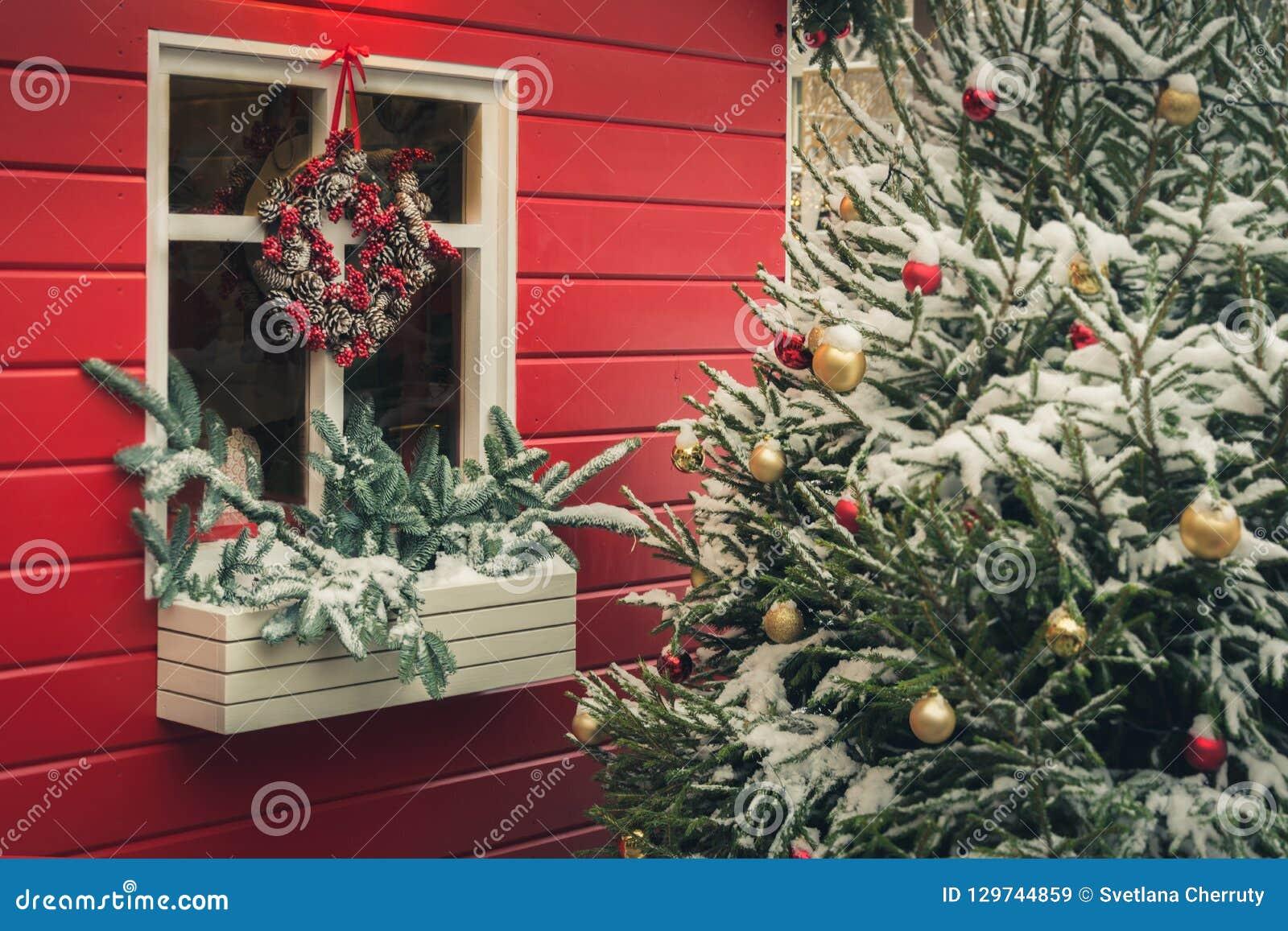 Cadeaux Fait Maison Pour Noel kiosque rouge décoratif traditionnel pour l'atelier et les