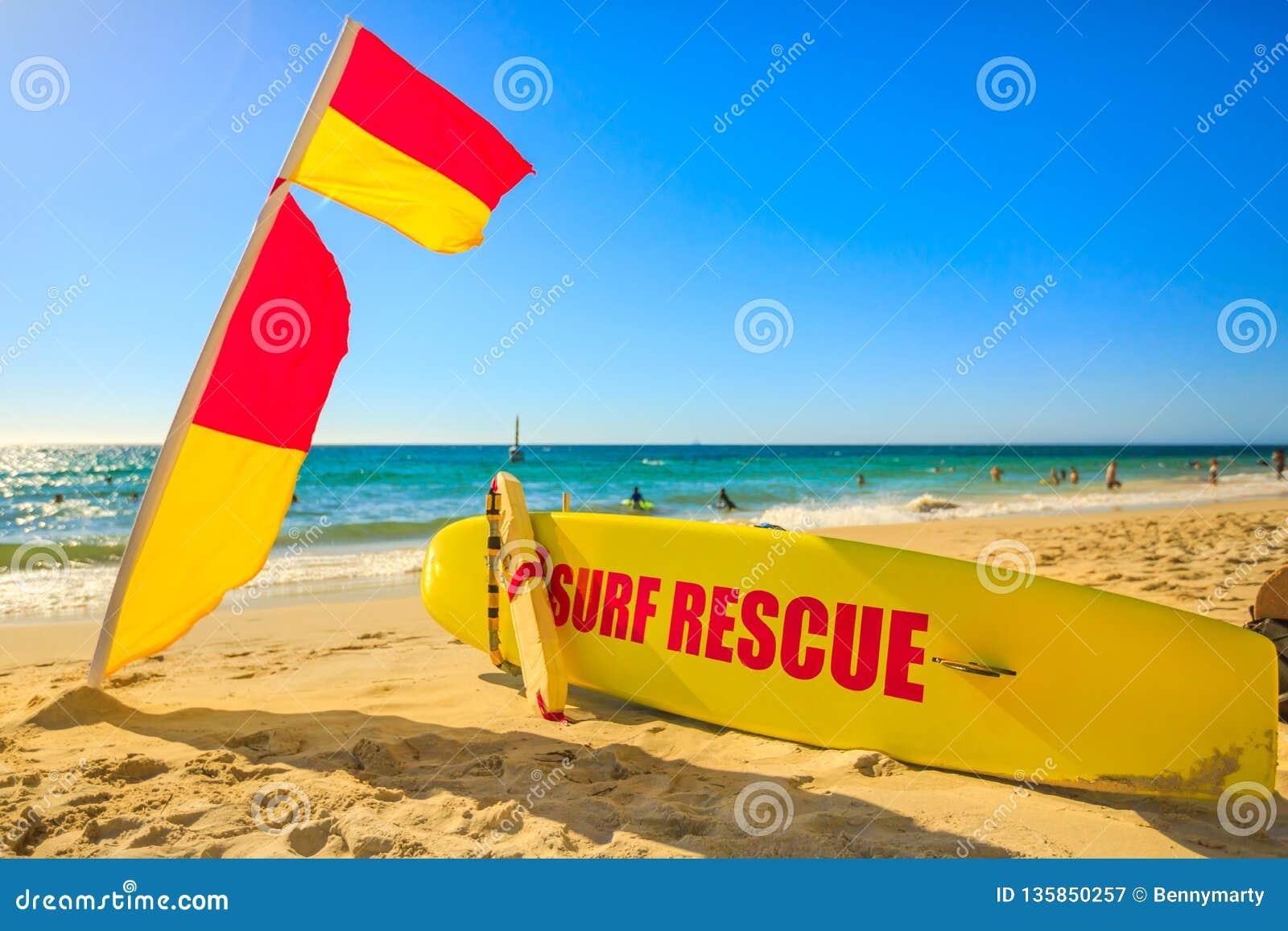 Kipiel ratunek przy Cottesloe plażą
