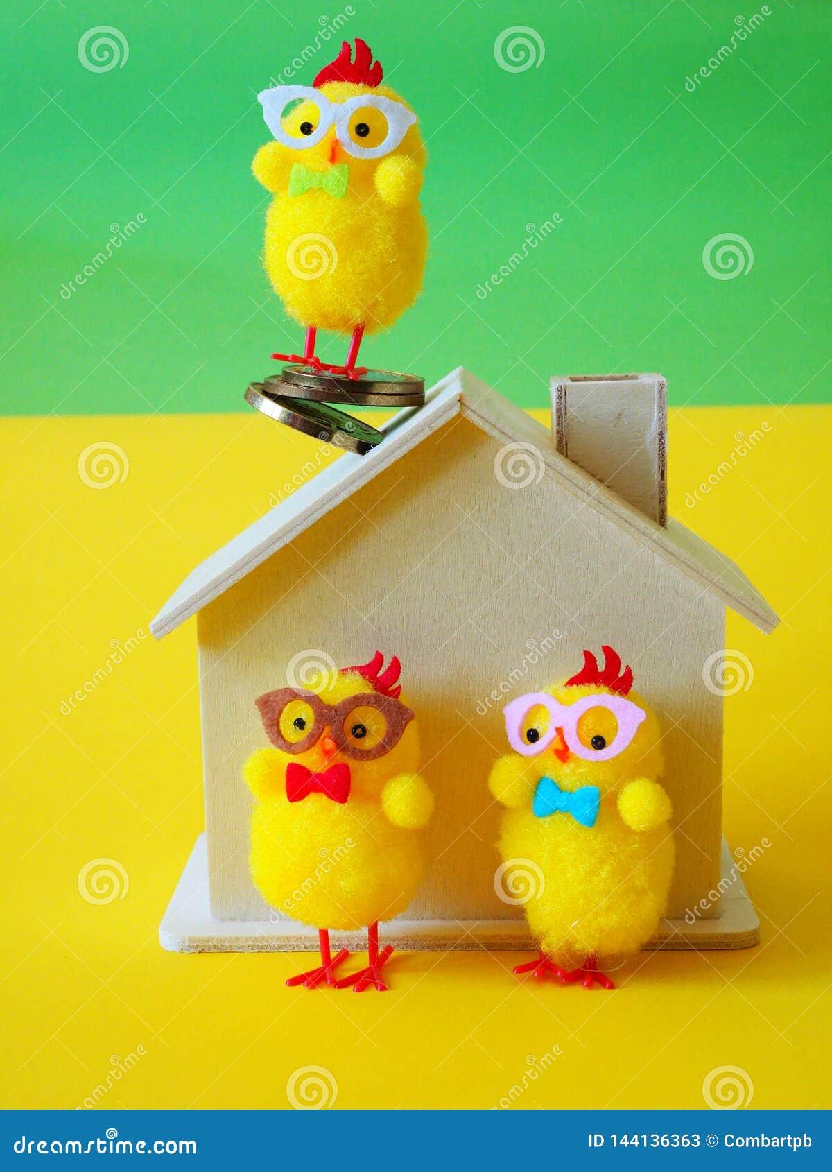 Kippen, blokhuis en muntstukken