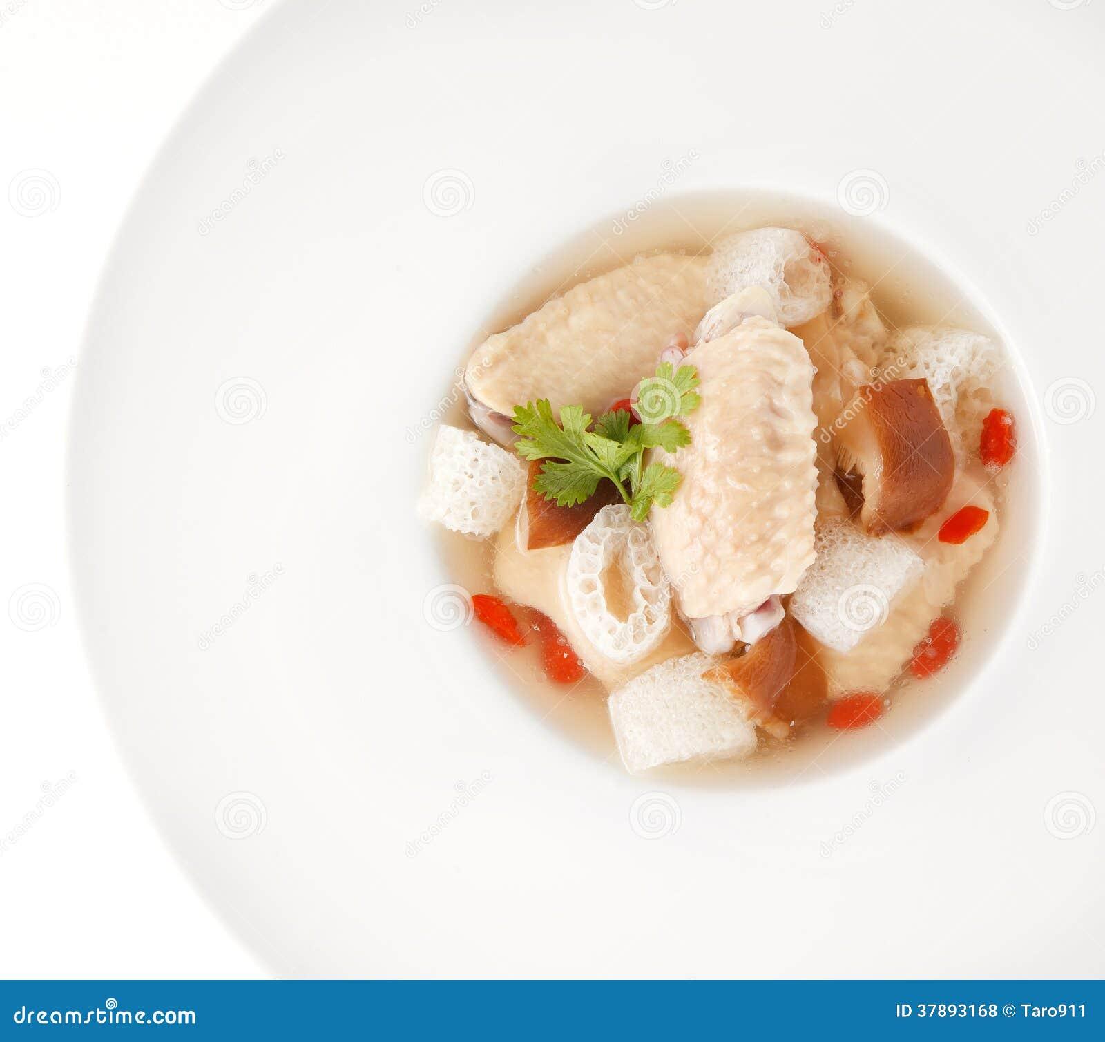 Kippensoep met Chinees kruid en bamboe