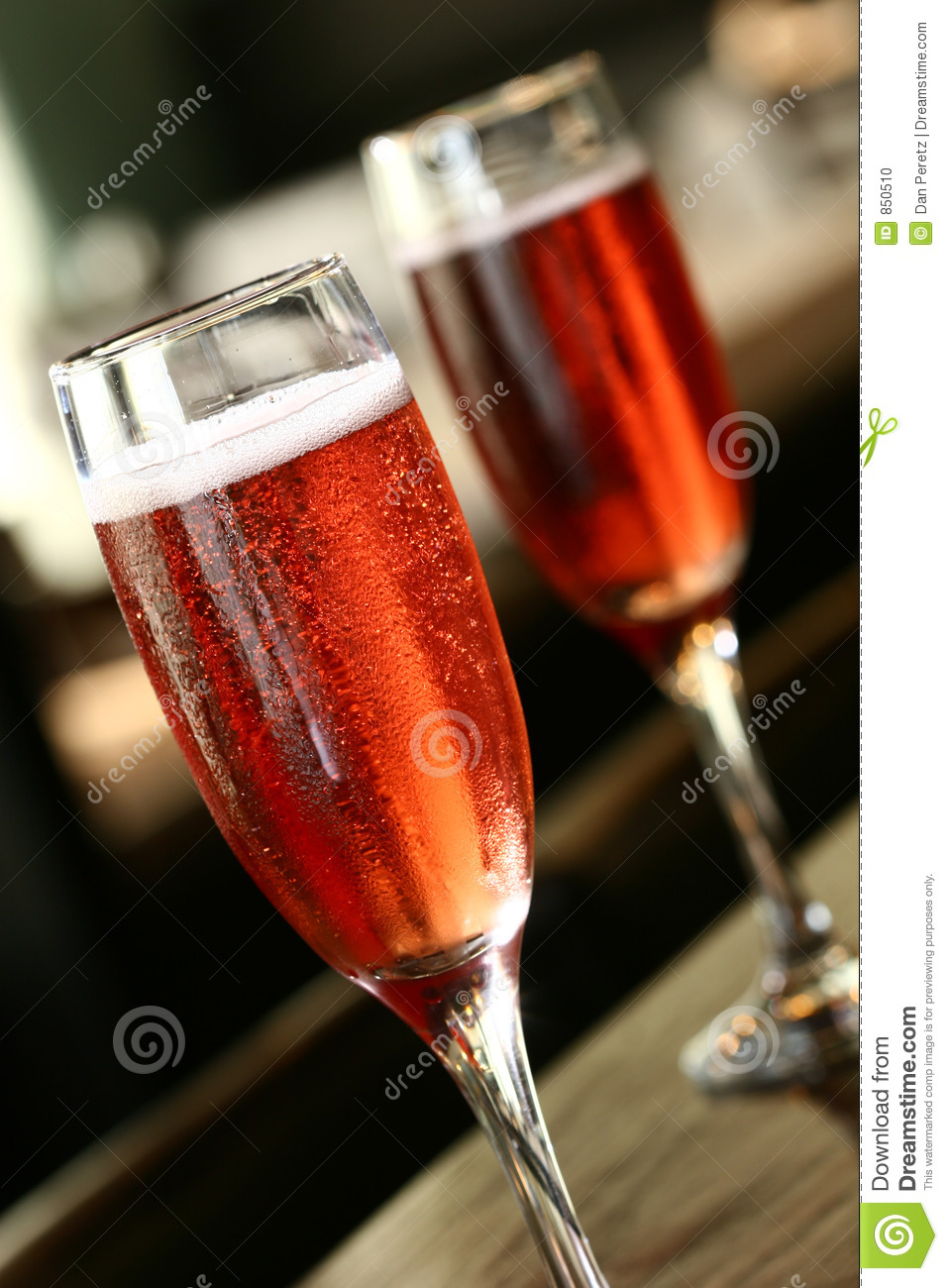 Kir royal cocmtail