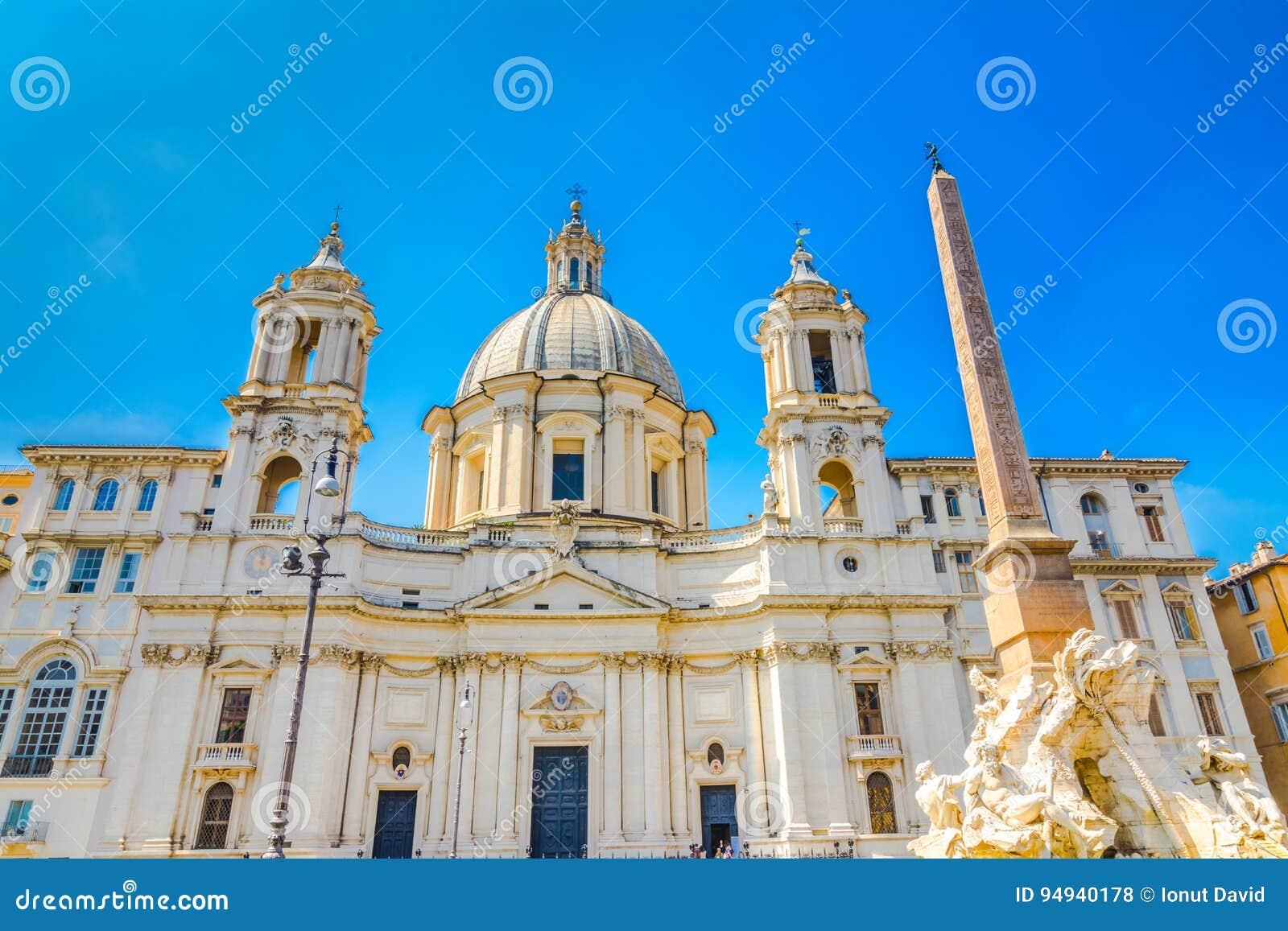 Kirche Sant Agnese in Agone und im Brunnen der vier Flüsse, Marktplatz Navona, Rom, Italien,