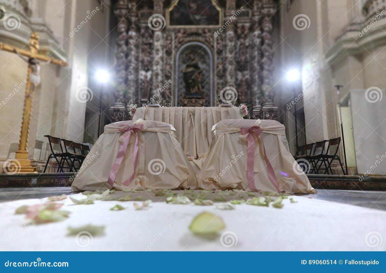 Kirche Verziert Mit Blumen Fur Die Hochzeit Stockfoto Bild Von