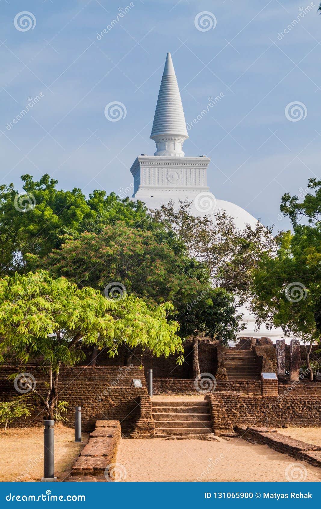 Kiri Vihara na cidade antiga Polonnaruwa, Lan de Sri