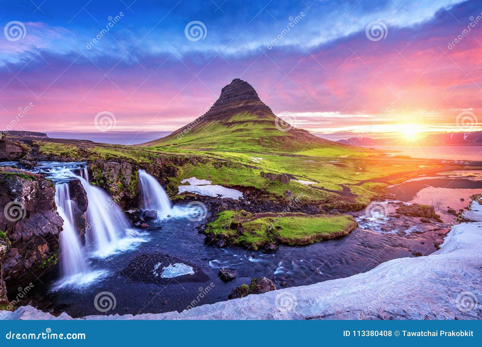 Kirkjufell на восходе солнца в Исландии красивейший восход солнца ландшафта
