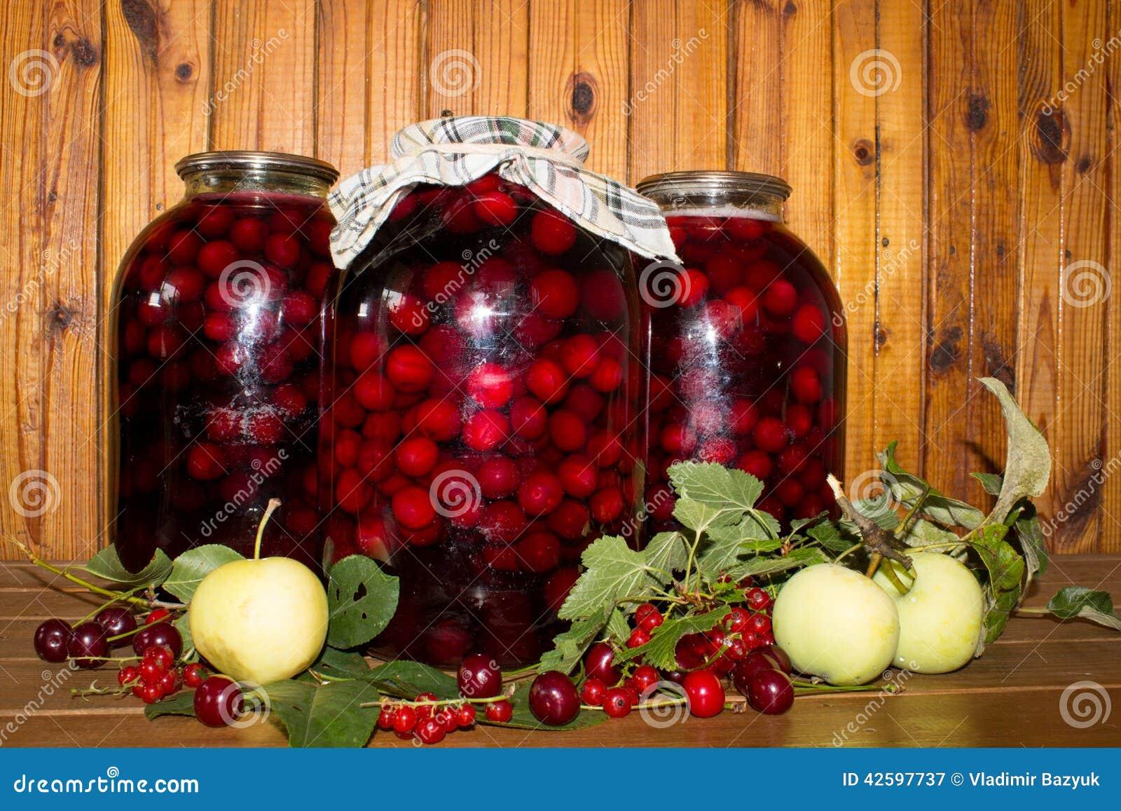 Kirsche in Büchsen konserviert