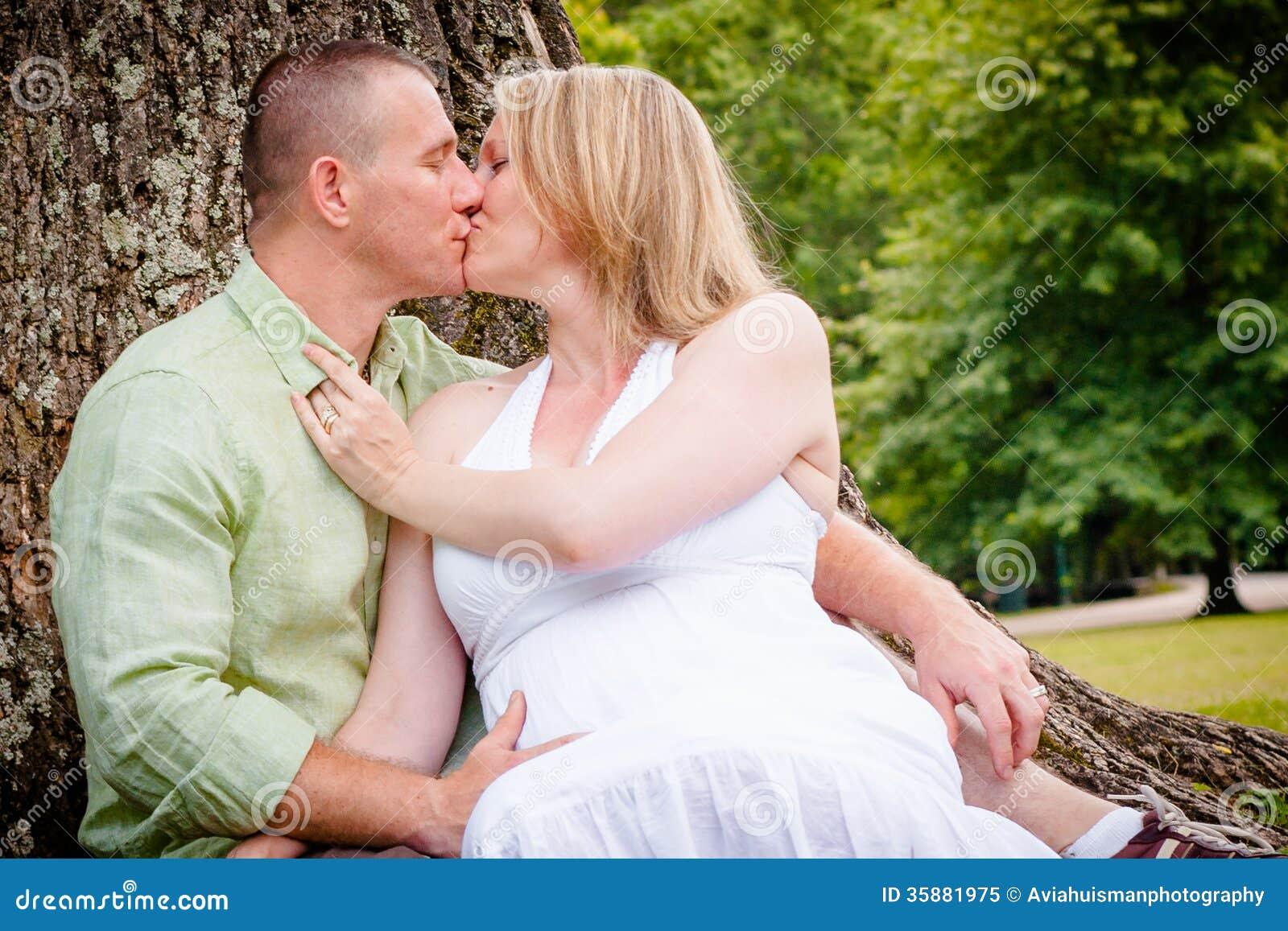 women love kissing