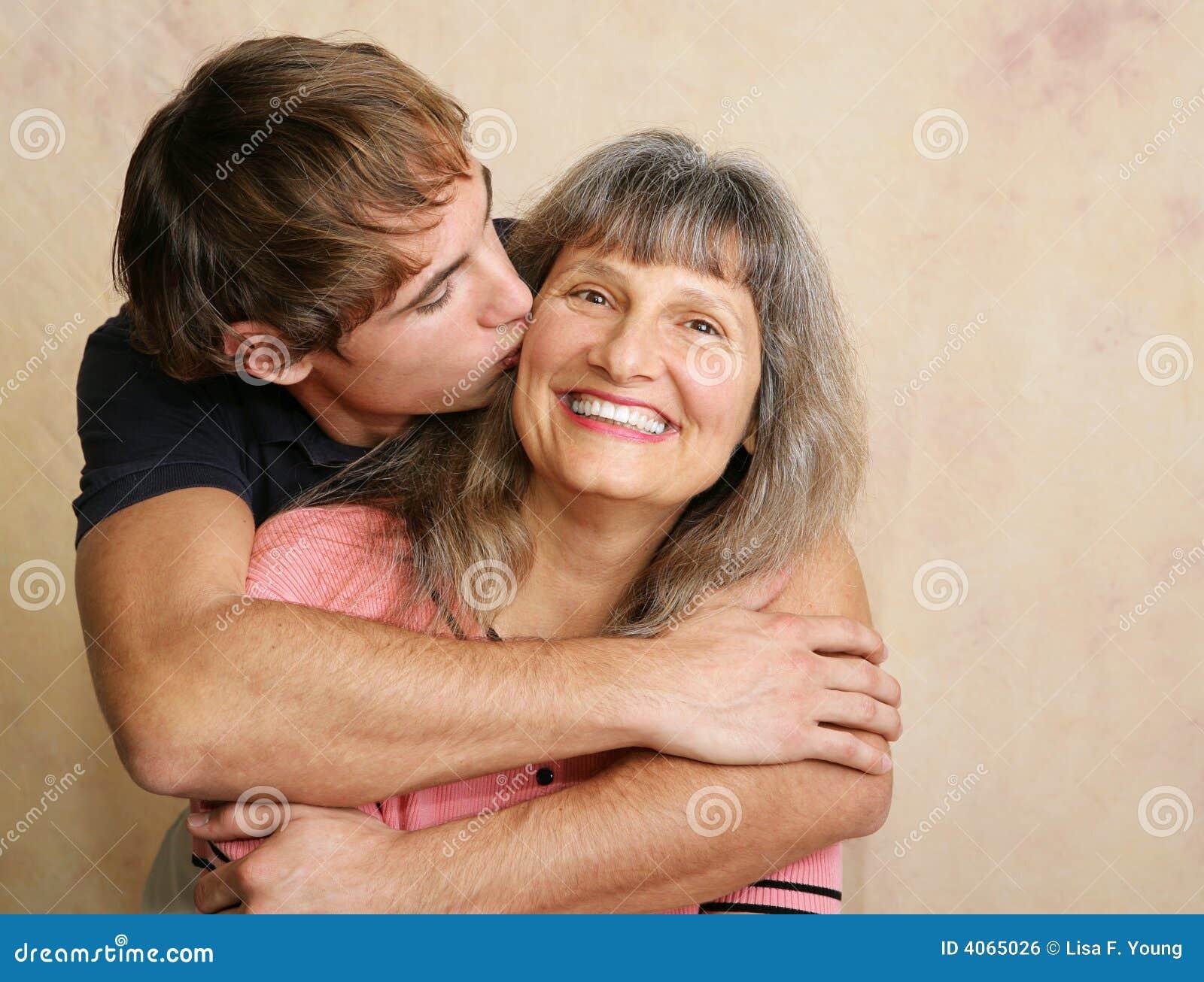 Фото зрелые мать и сын 18 фотография