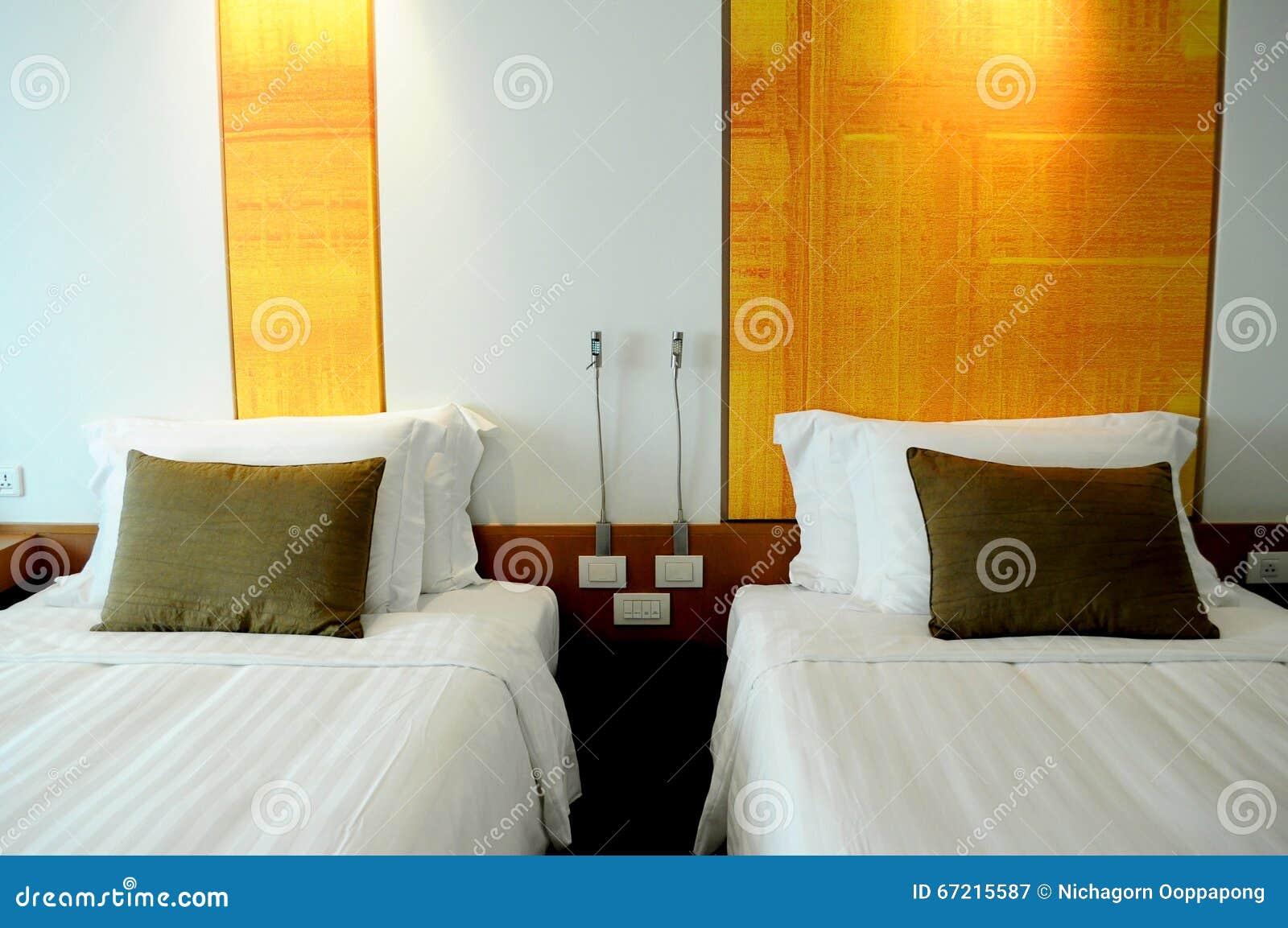 Kissen auf Doppelbetten