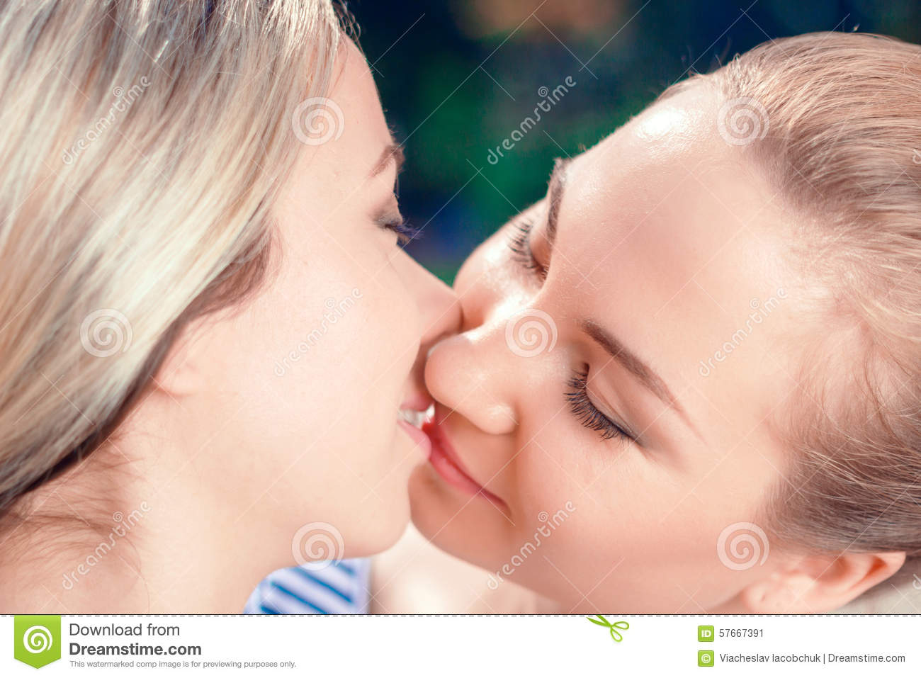 Lesbians Tribbing Close Up