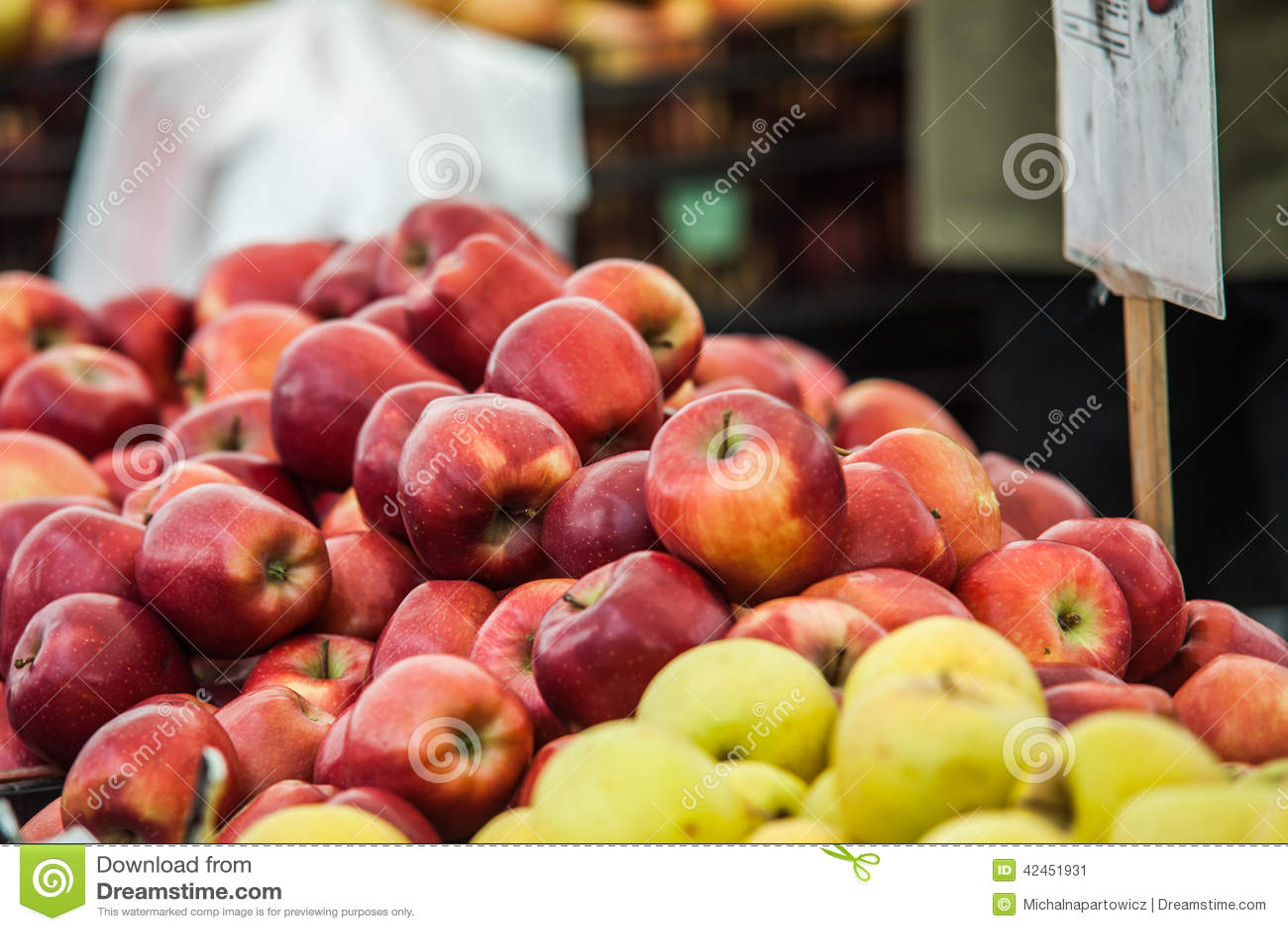 Kisten frisch ausgewählte Äpfel