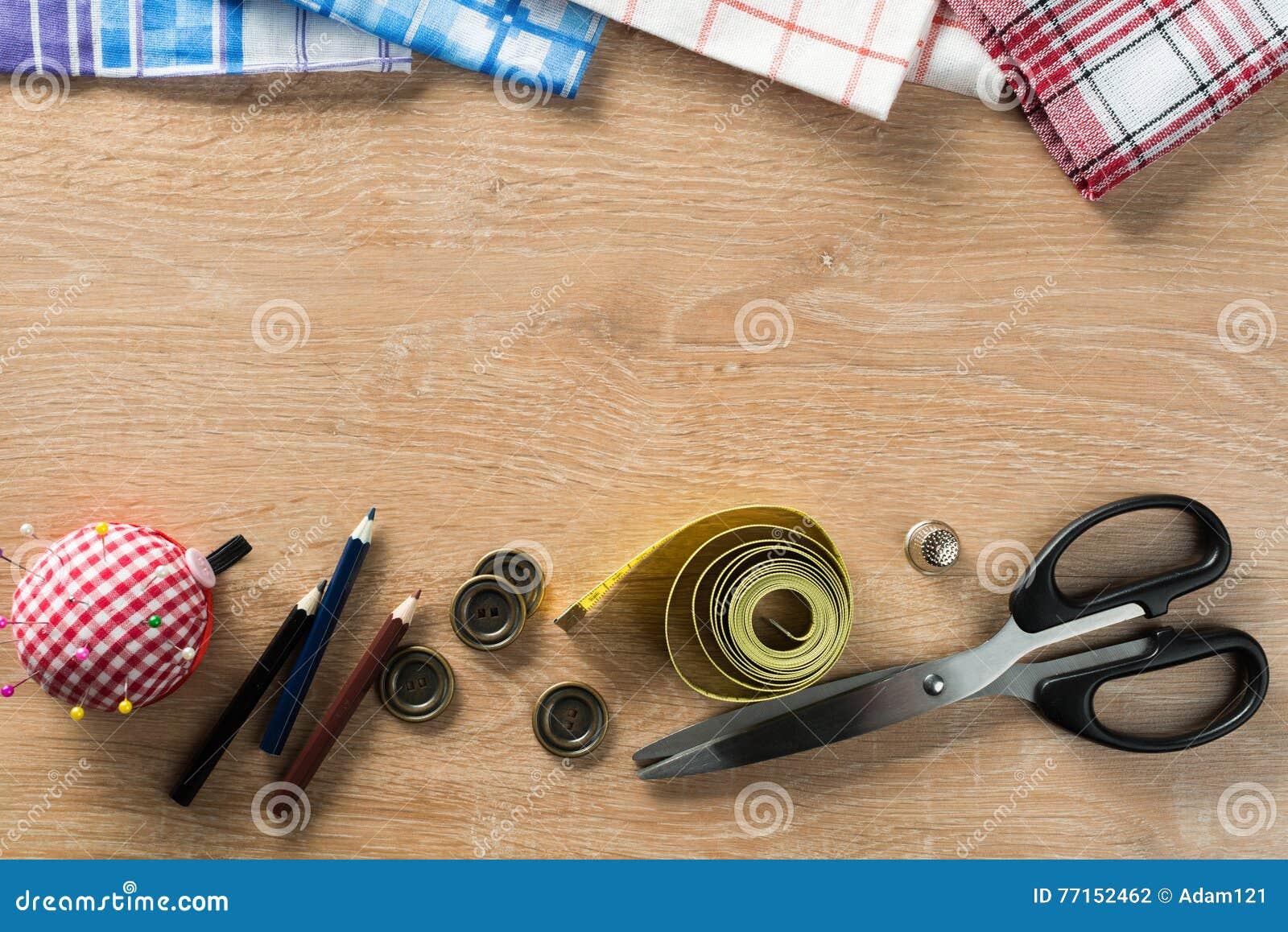 Kit de couture sur la table