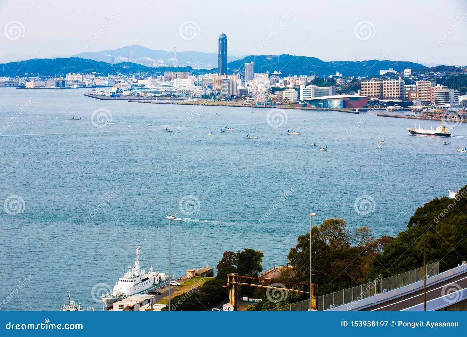 Kitakyushu, Japon - 20 novembre 2016 : Vues de l île de Honshu, d Osaka, du Japon, de grande ville portuaire et de centre commerc