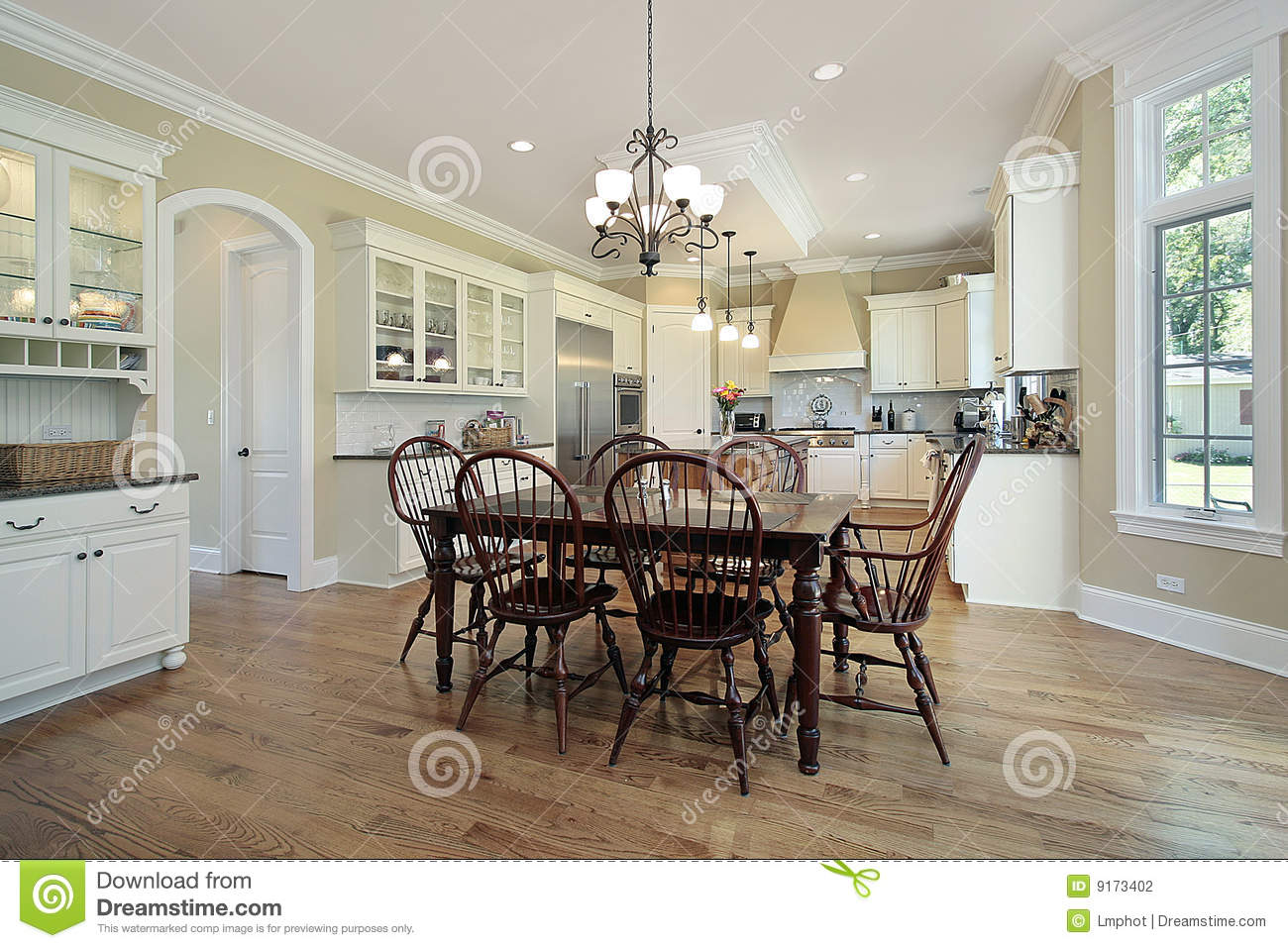 Kitchen With Eating Area And Island Stock Photography