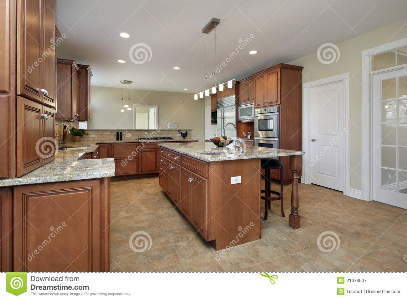 Kitchen With Large Center Island Royalty Free Stock Photography Image 21076507