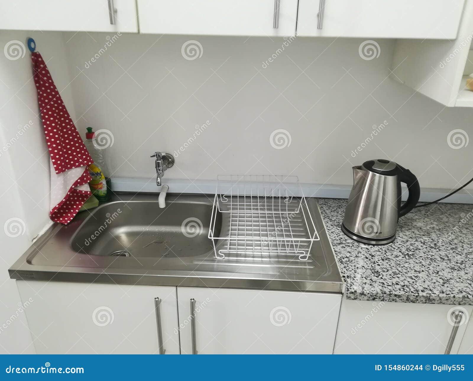 Bureau Plan De Travail kitchenette dans un bureau sur l'affichage - l'espace