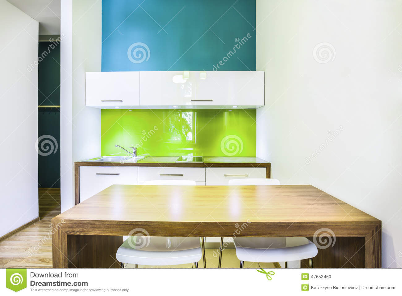 Kitchenette verte dans la chambre d 39 h tel photo stock image 47653460 for La chambre verte truffaut youtube