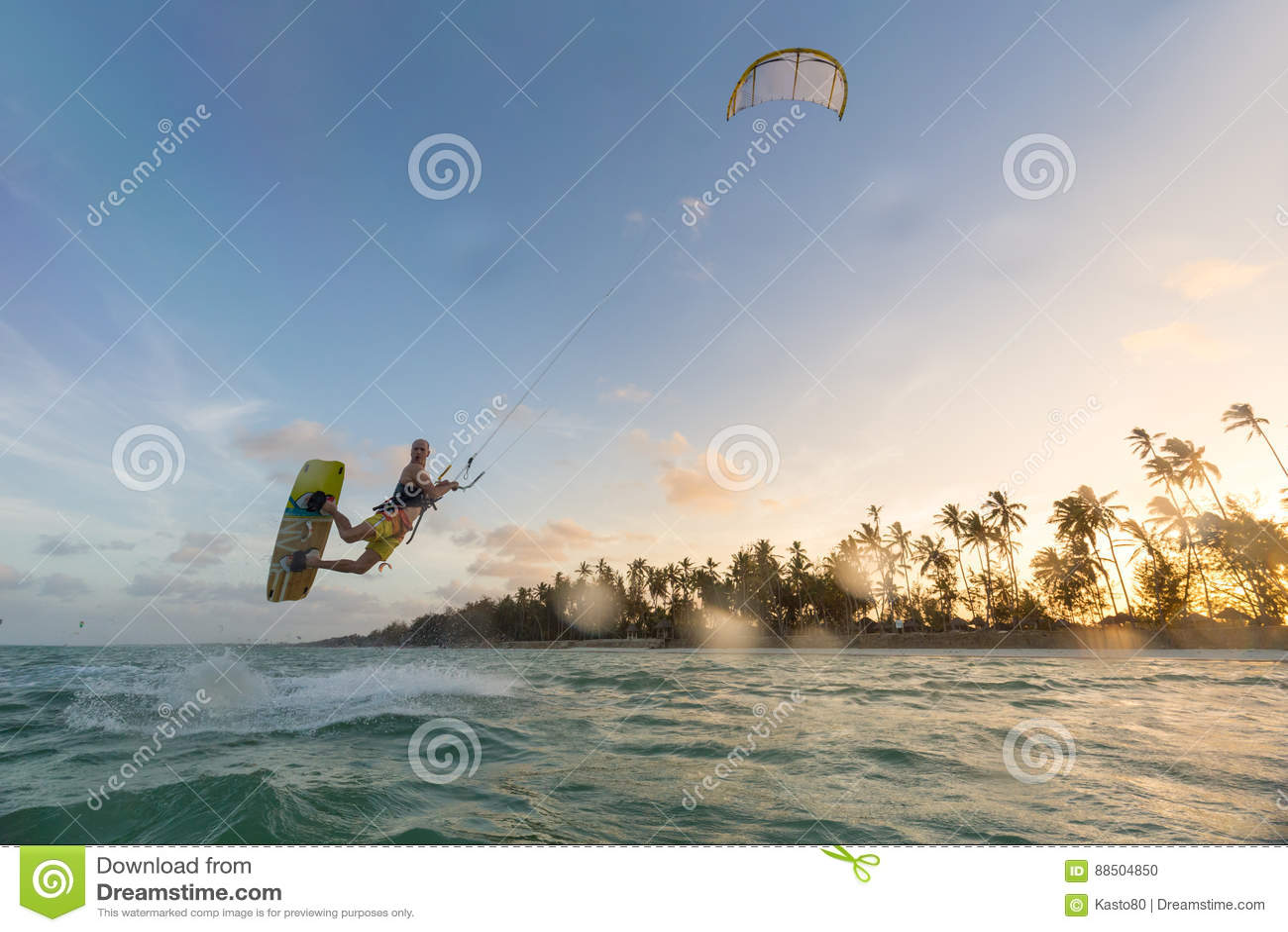 Kiteboarding Διασκέδαση στον ωκεανό Ακραίος αθλητισμός Kitesurfing