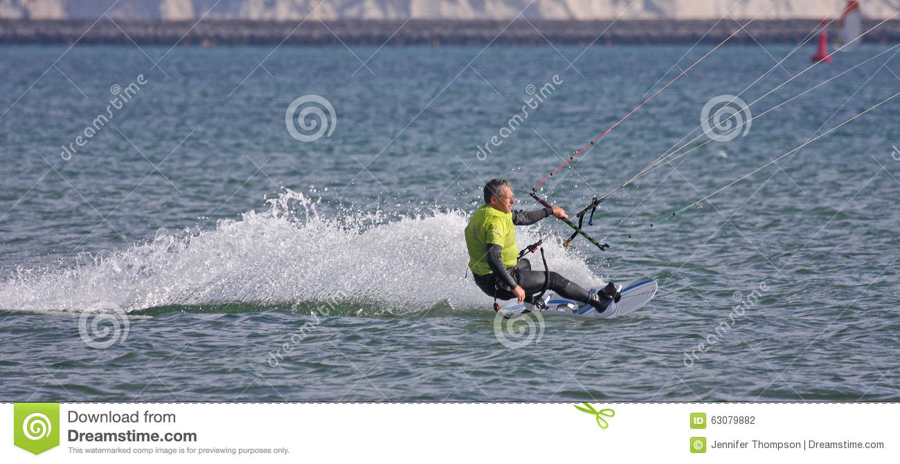 Download Kitesurfer Dans Le Port De Portland Photo stock - Image du préparez, navigation: 63079882