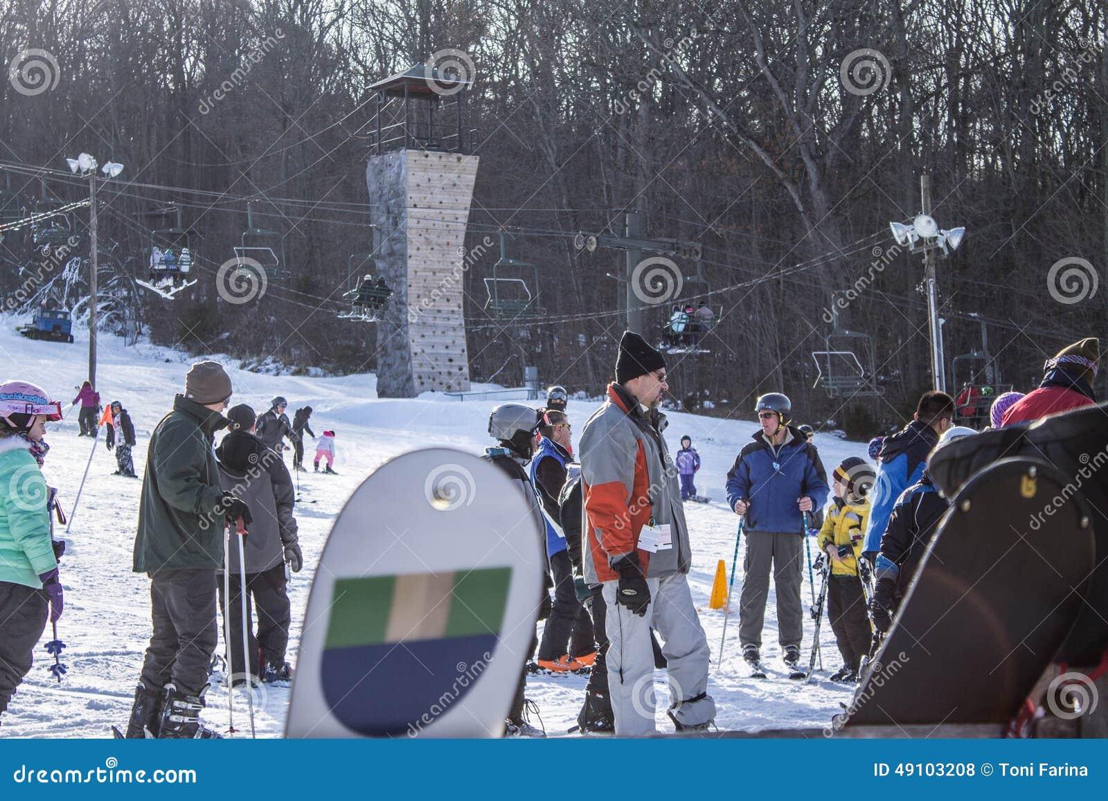 Kiting的河滑雪多雪的体育运动冬天