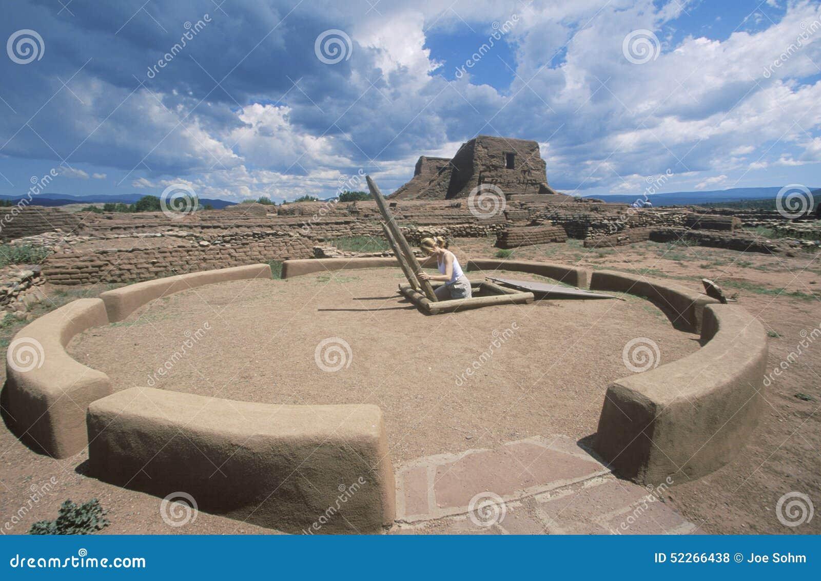 Kiva och ceremoniellt rum för Pueblo, circa ANNONSEN 1450-1500, nationellt historiskt för Pecos parkerar, NM