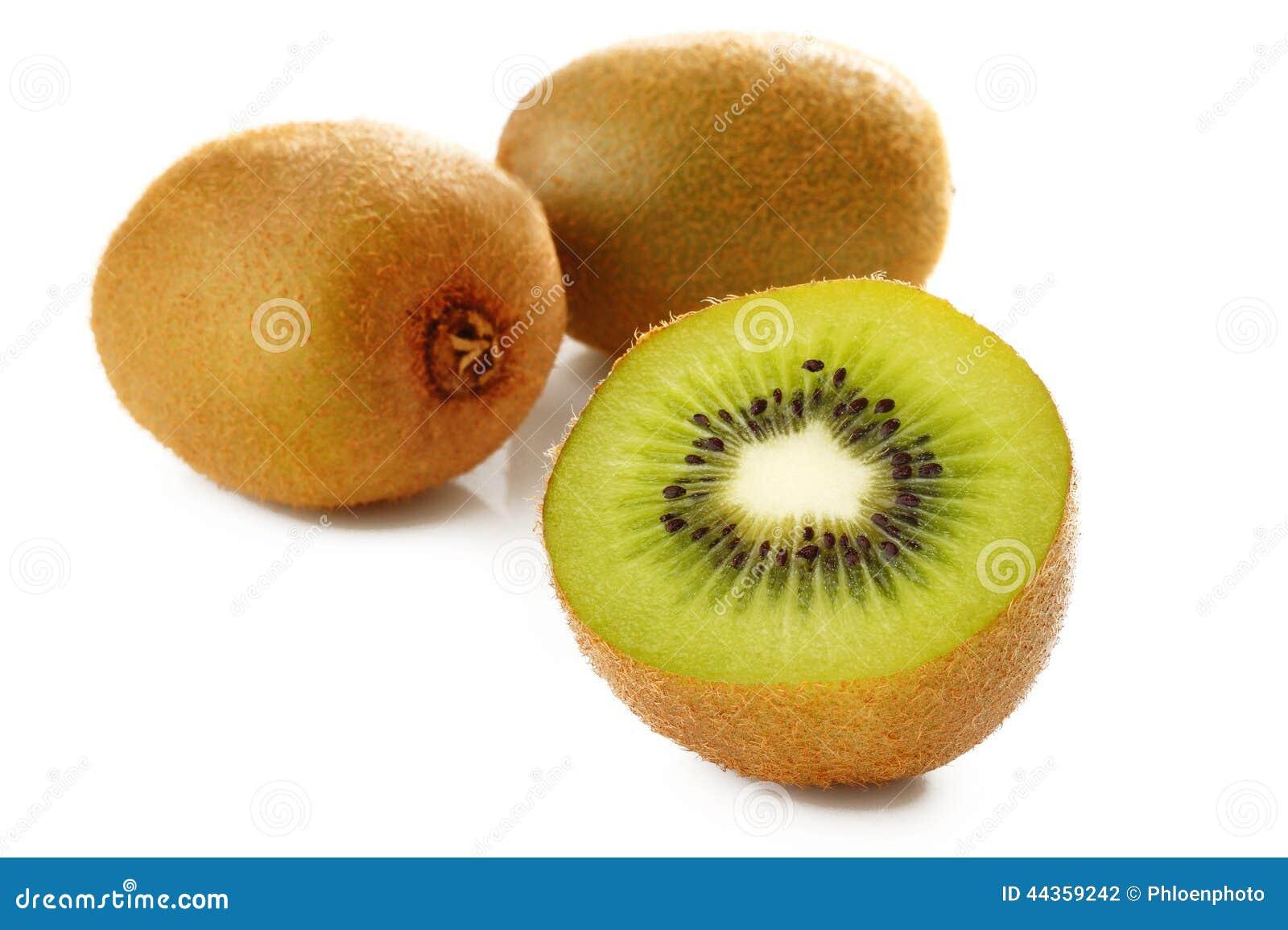 Kiwi maturo su bianco