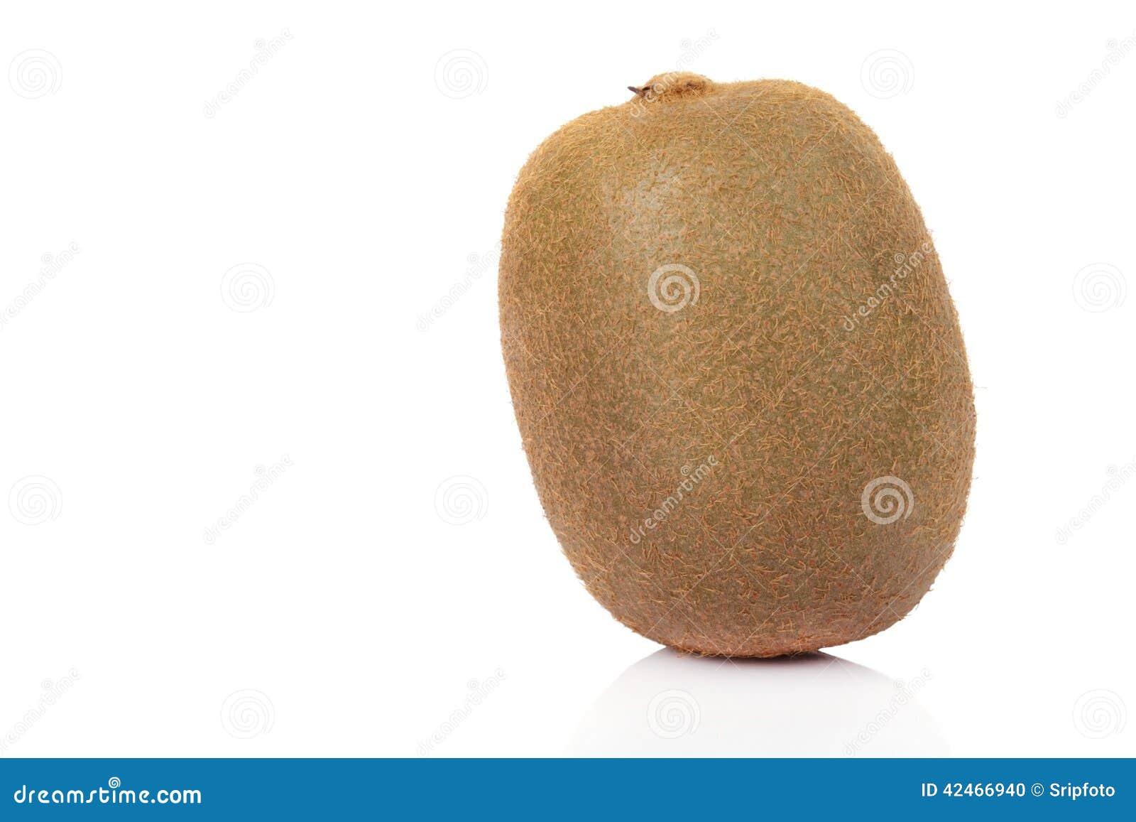 Kiwifrucht getrennt auf weißem Hintergrund