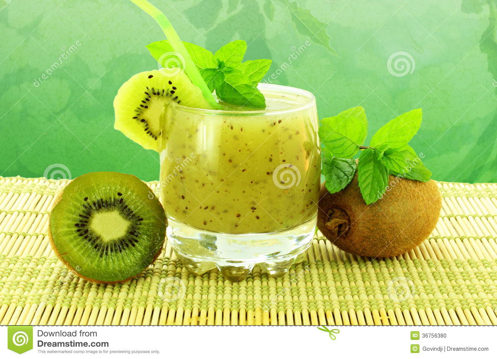 Kiwifruktsaft med frukt