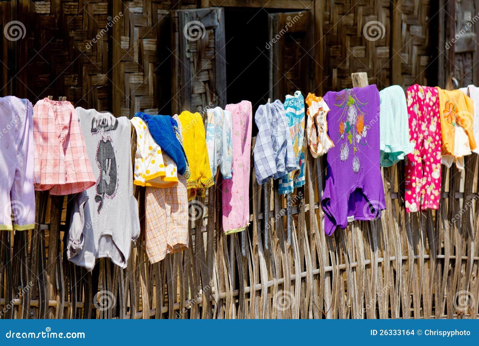 Kläder på ett staket