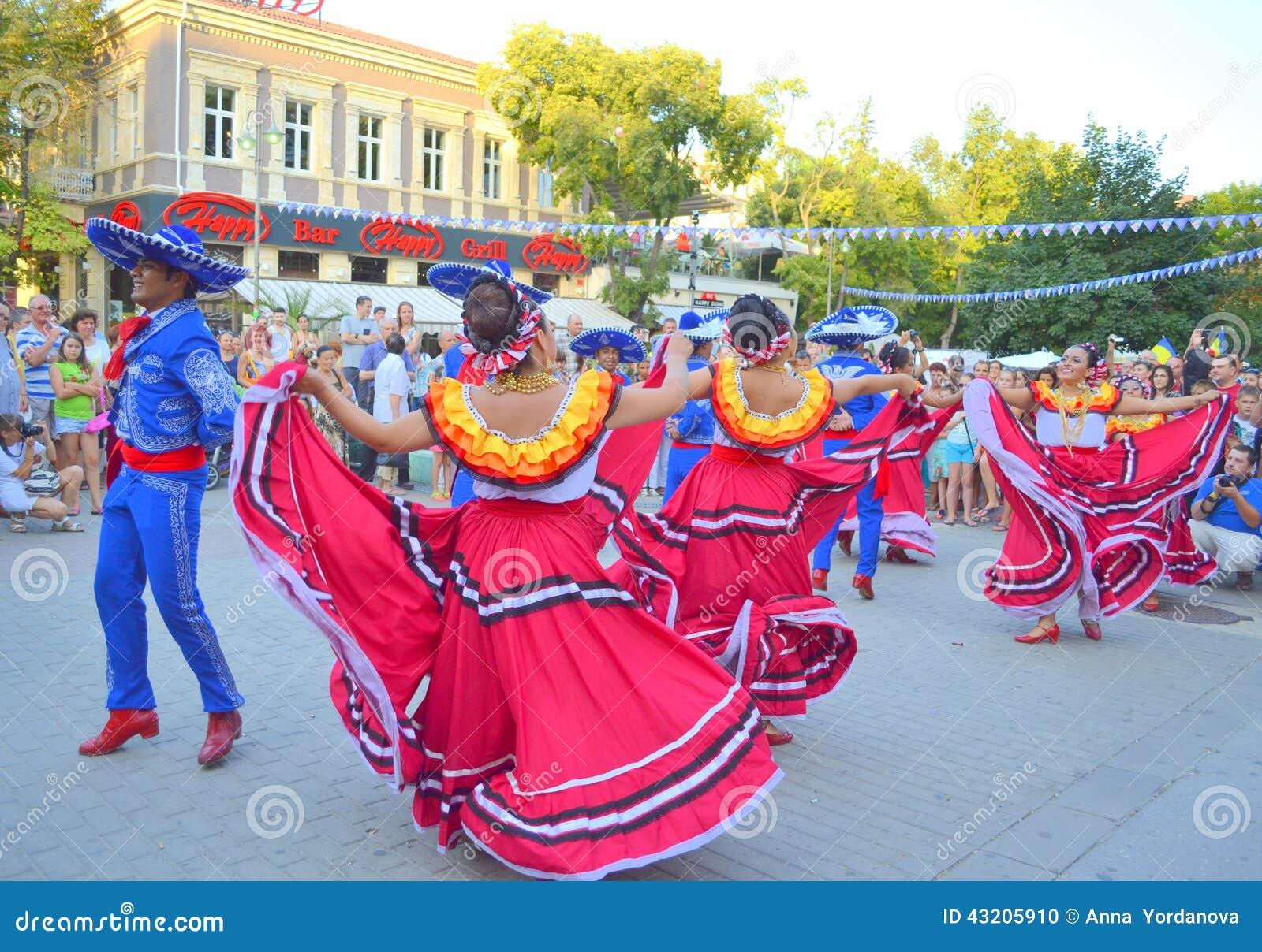 Download Klämmig dans för mexikaner redaktionell foto. Bild av attractor - 43205910