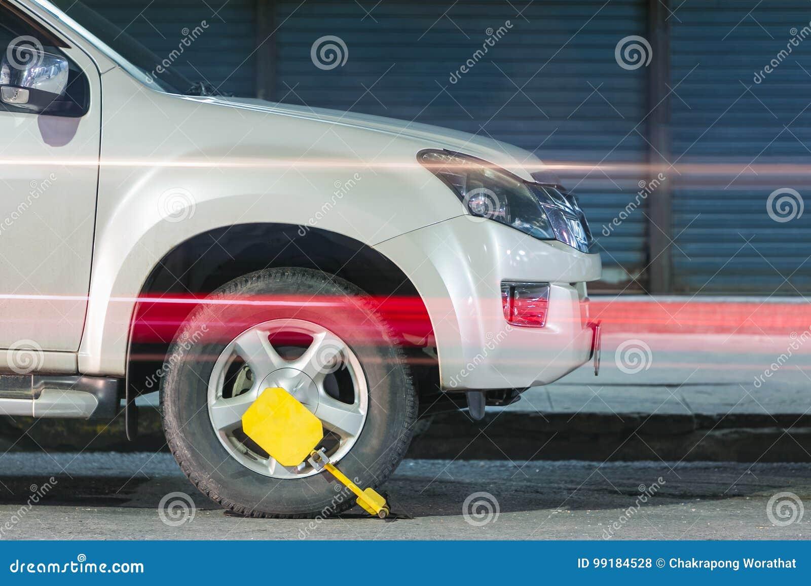 Klämt fast framhjul Hjullås, begrepp av bilen