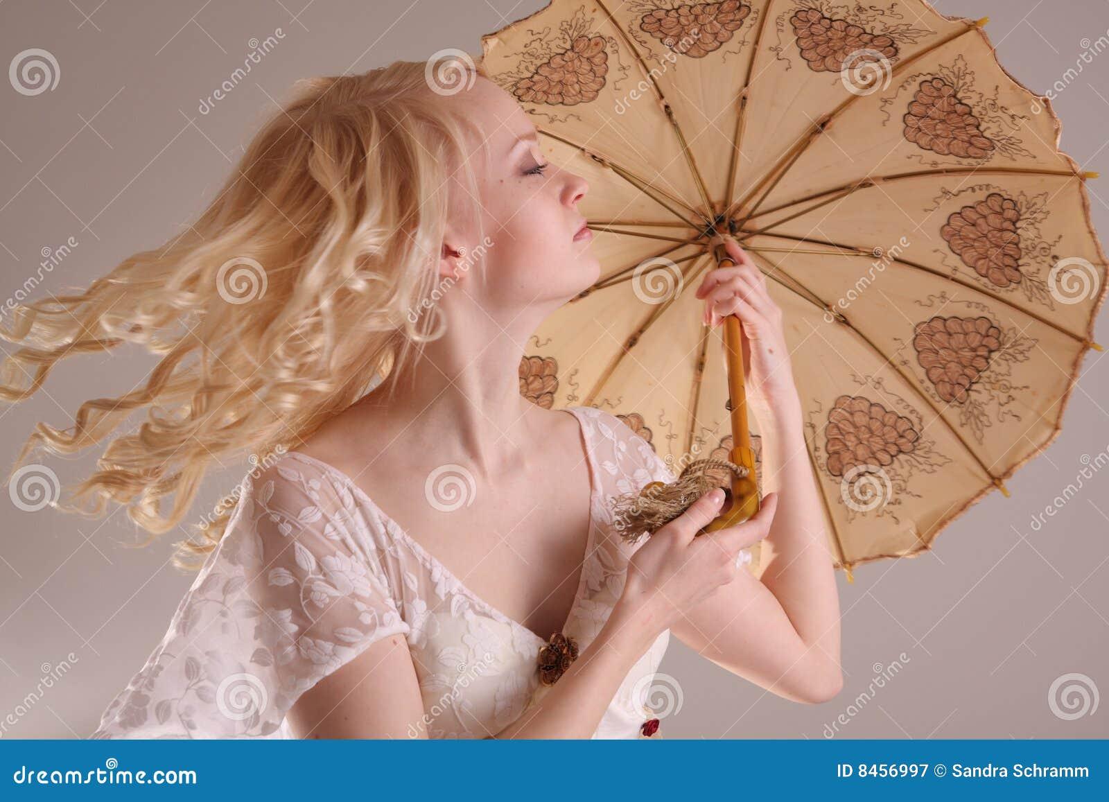 Klänningbröllopkvinna
