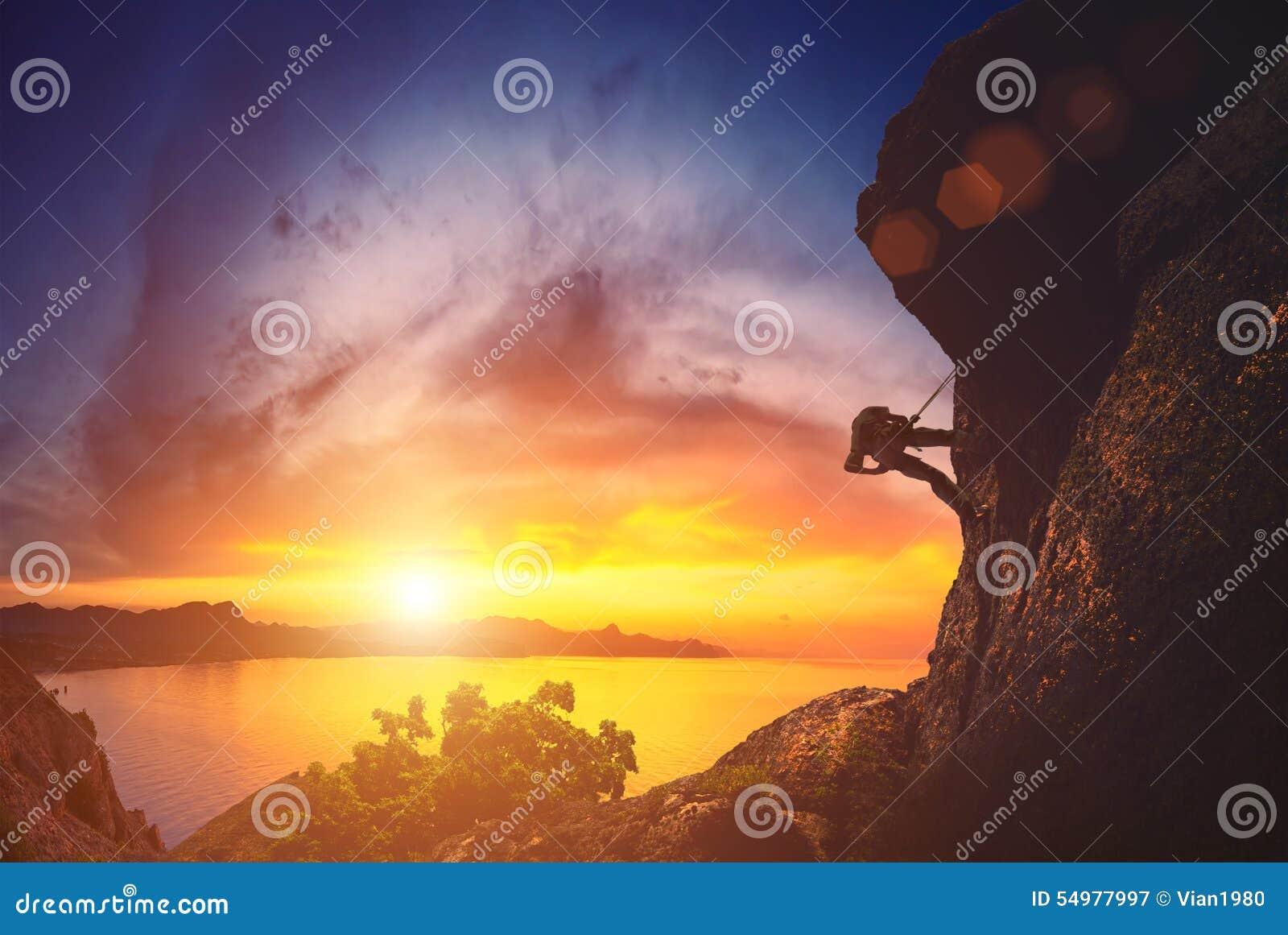 Klättrare mot solnedgång