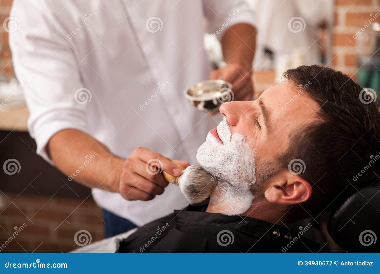 Klaar voor een scheerbeurt bij de kapper