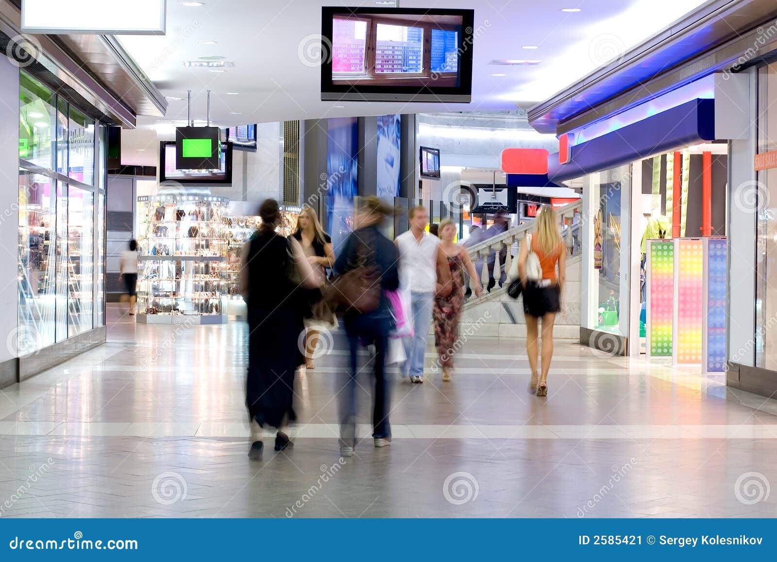 Klanten bij winkelcentrum 2