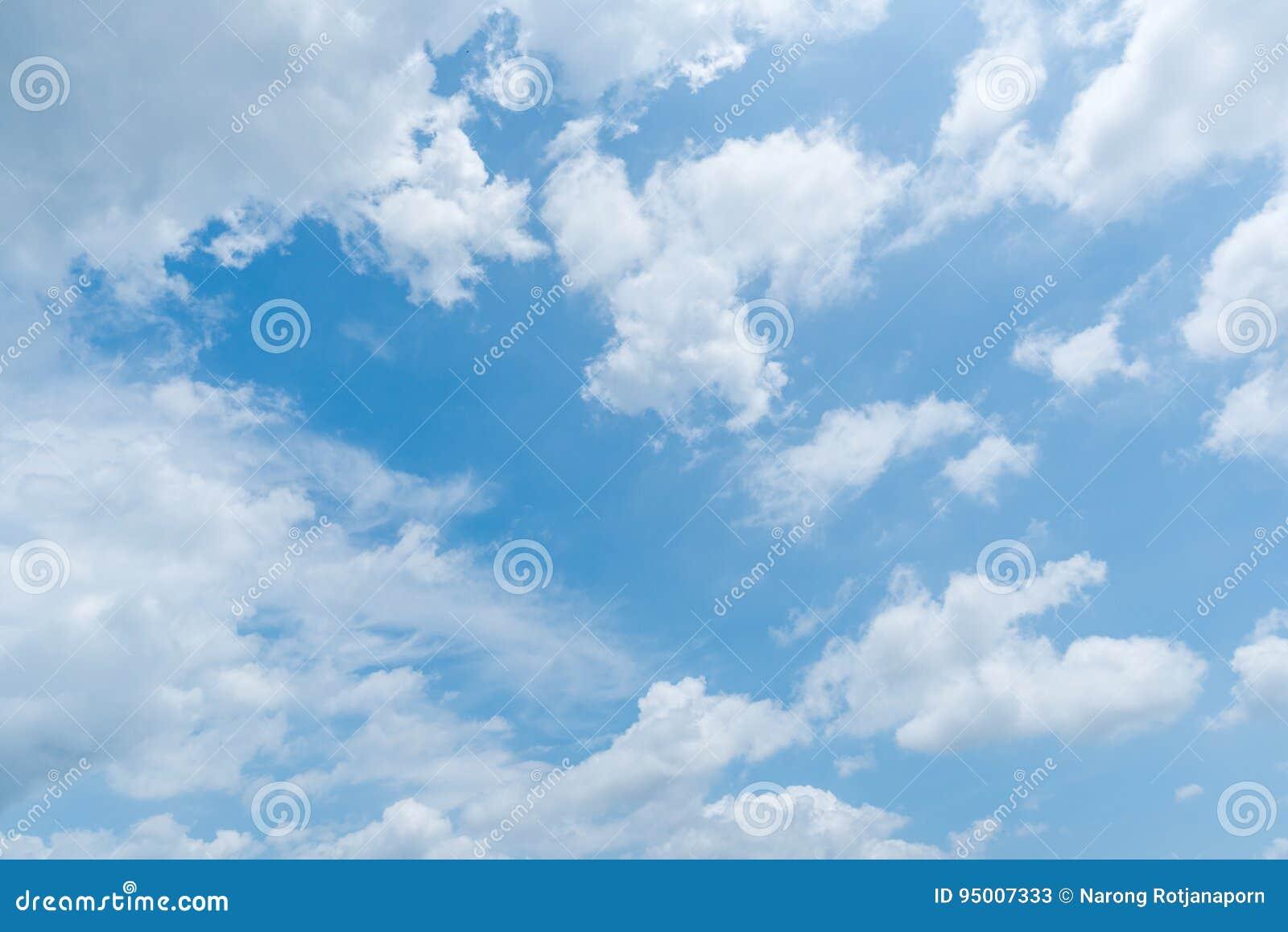 Klar bakgrund för blå himmel, molnbakgrund