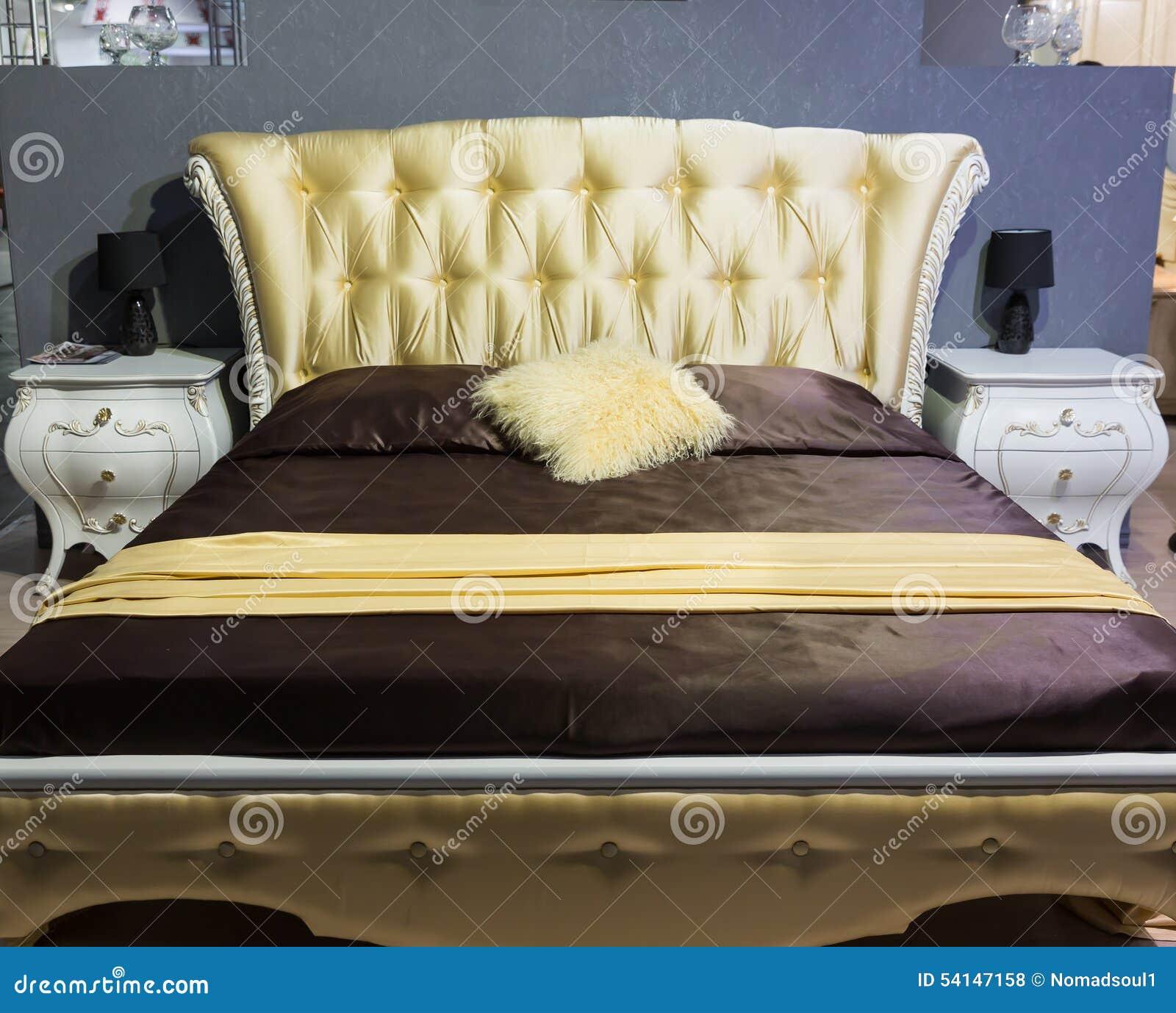 Klassiek bed stock foto afbeelding 54147158 - Klassiek bed ...