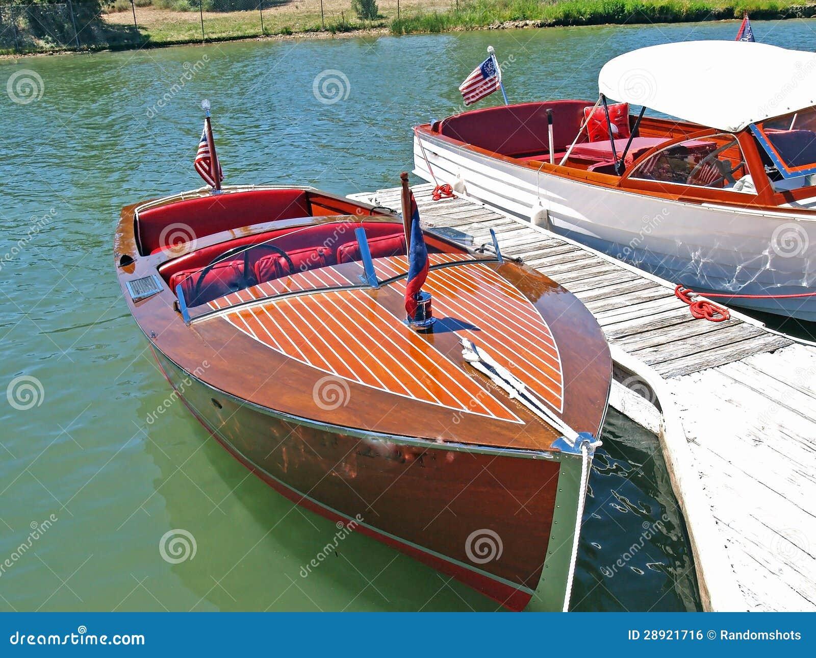 Klassieke houten chris craft stock foto afbeelding 28921716 for Chris craft speed boats