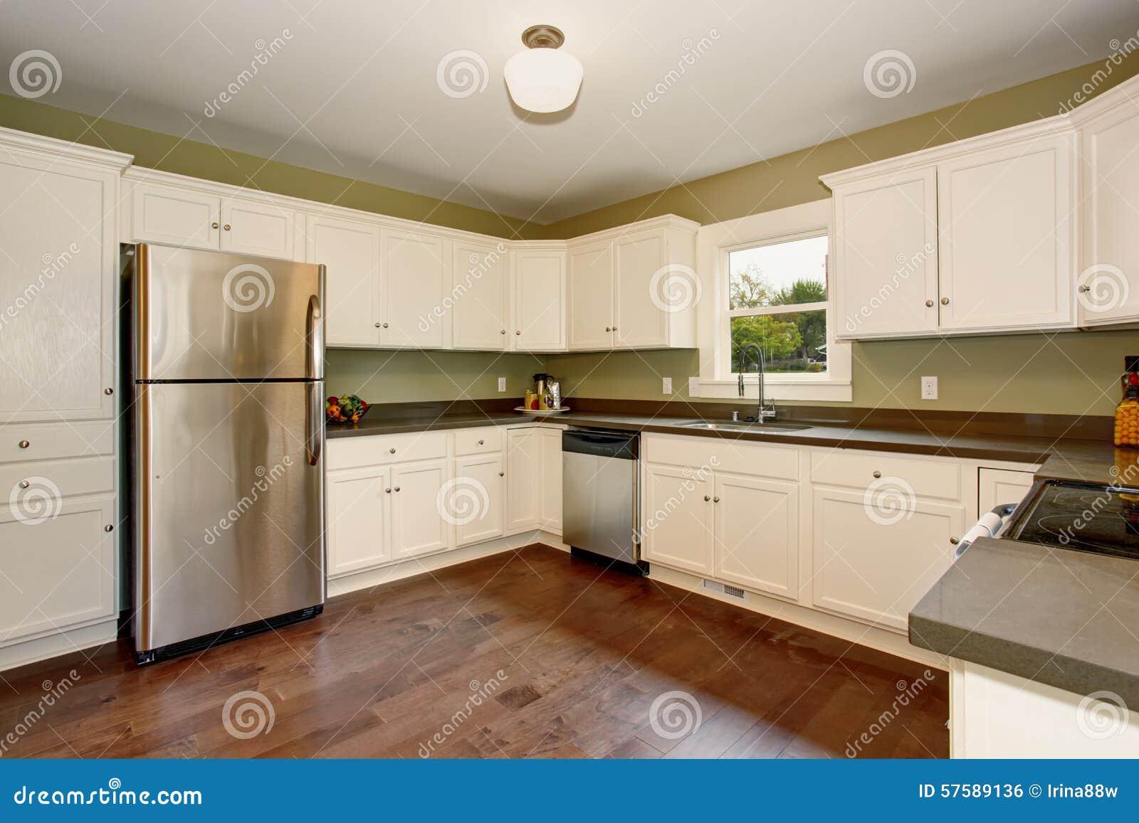 Groene Keuken Gordijnen : Klassieke Keuken Met Groene Binnenlandse Verf, En Witte