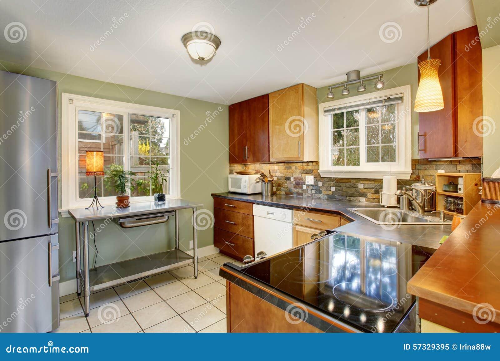 Witte keuken groene muur - Gekleurde muren keuken met witte meubels ...