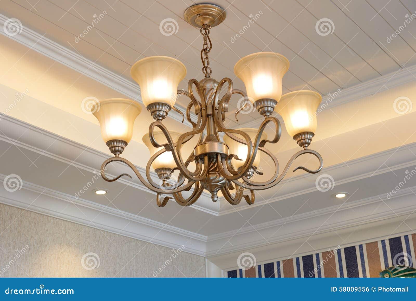 Klassieke Luxe Hangende Verlichting Stock Foto - Afbeelding ...