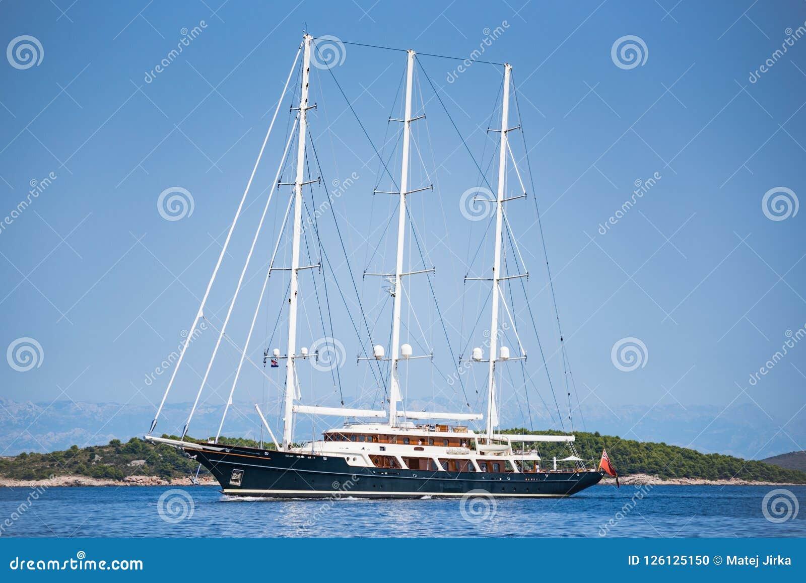 Klassieke oude varende boot in Kroatië
