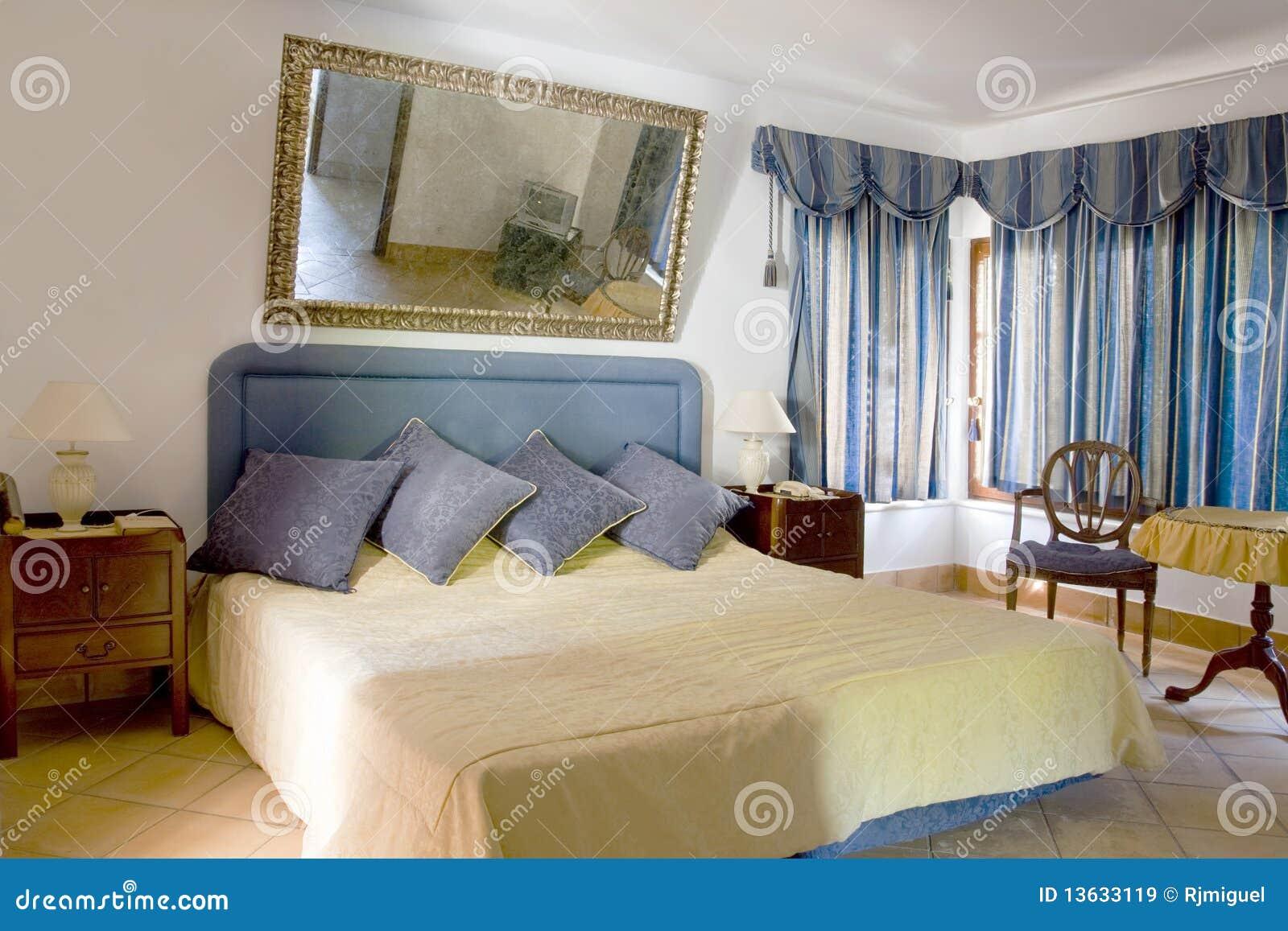 Klassieke Slaapkamer Royalty-vrije Stock Afbeeldingen - Afbeelding ...