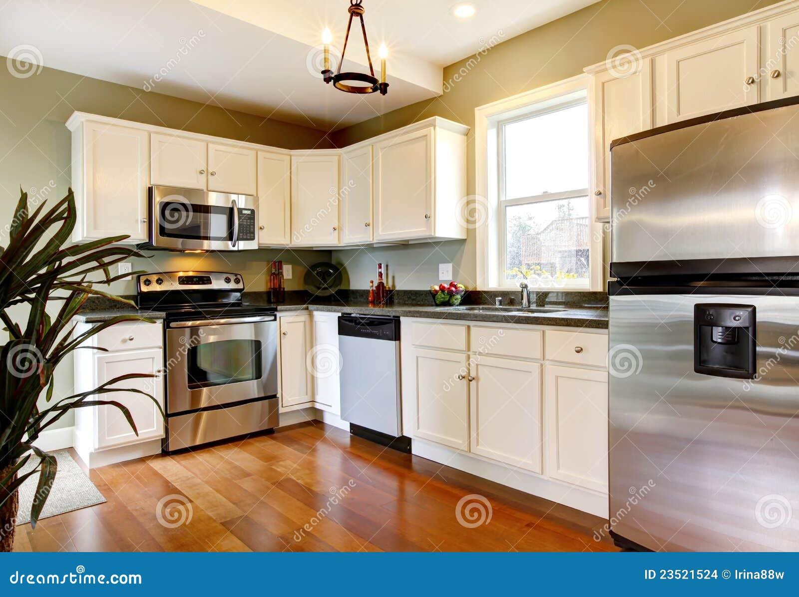 Klassieke witte en groene nieuwe keuken stock afbeeldingen ...